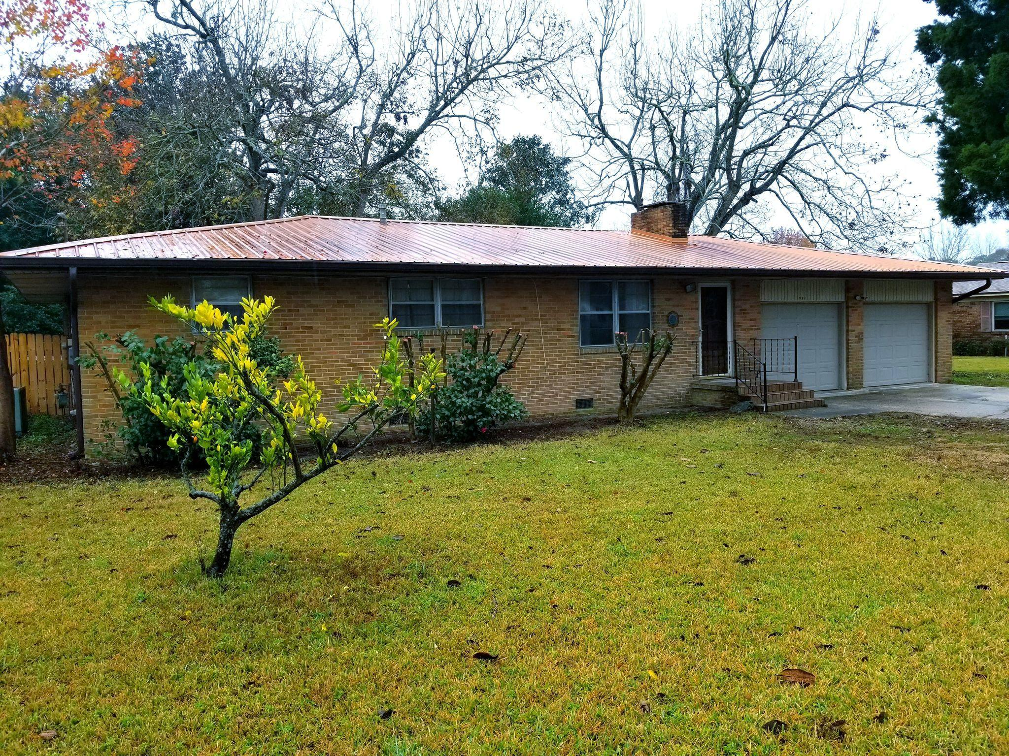 Photo of home for sale at 206 Patrick, Fort Walton Beach FL