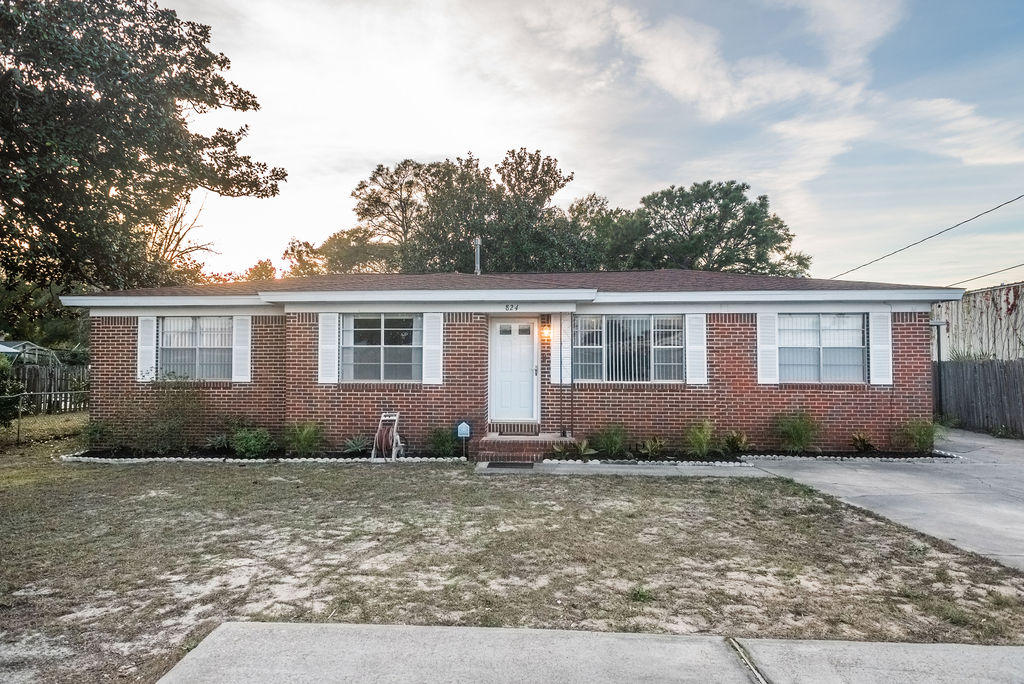 Photo of home for sale at 824 Denton, Fort Walton Beach FL