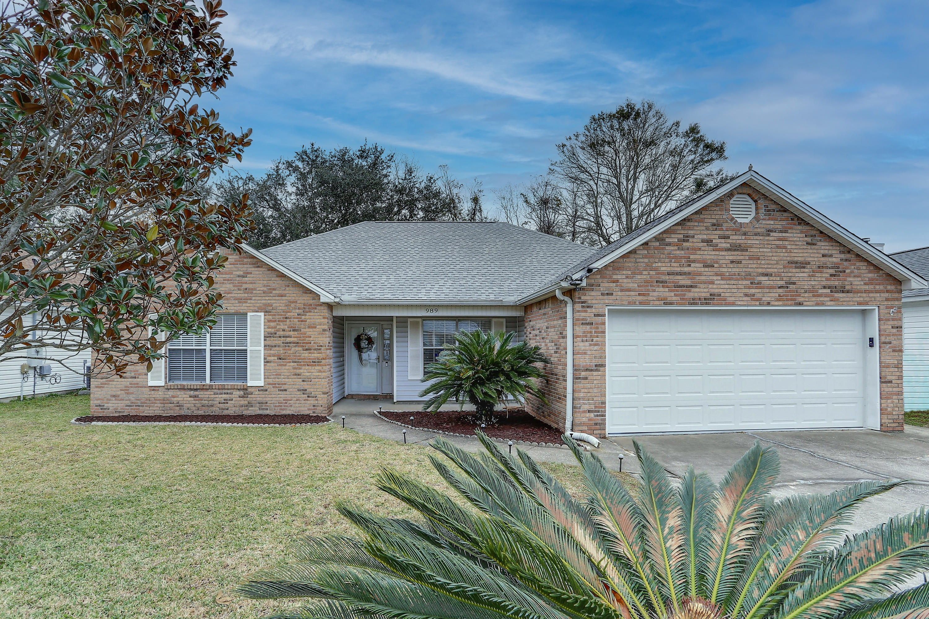 Photo of home for sale at 989 Southern Oaks, Fort Walton Beach FL