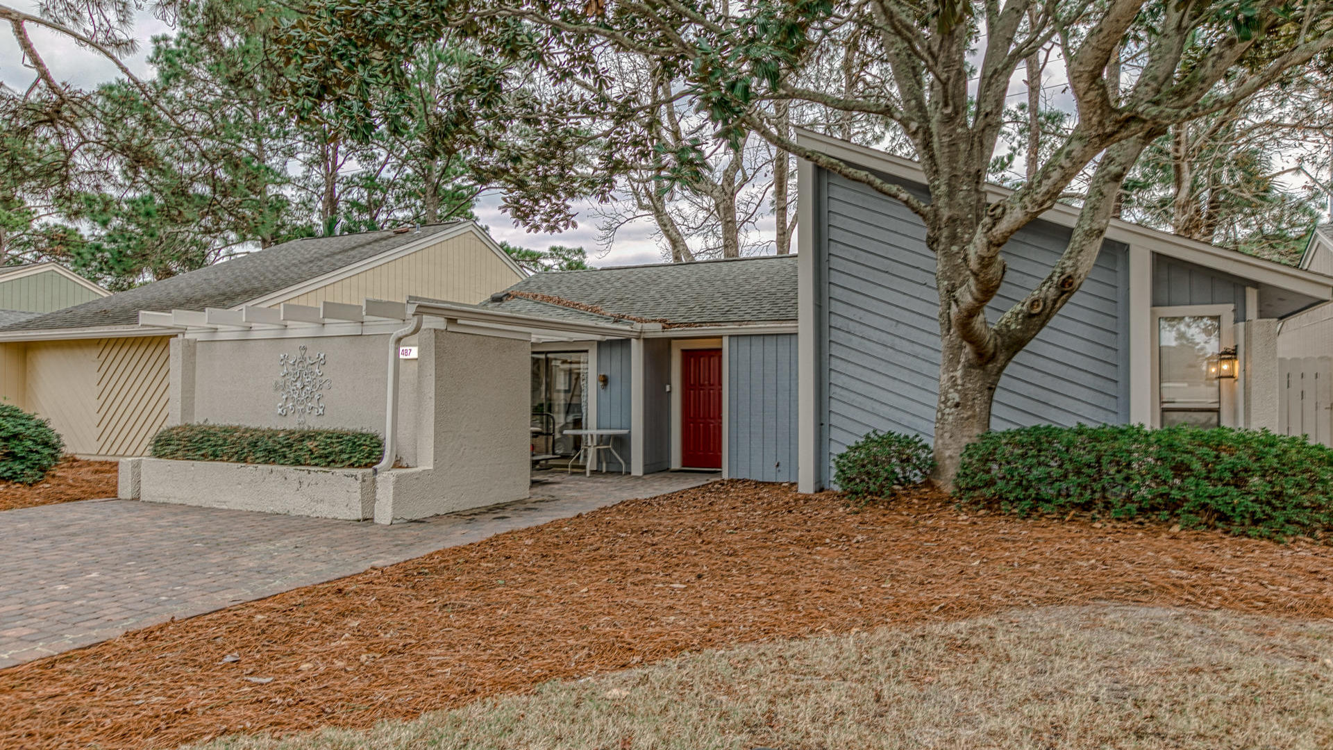 Photo of home for sale at 487 Linkside, Miramar Beach FL