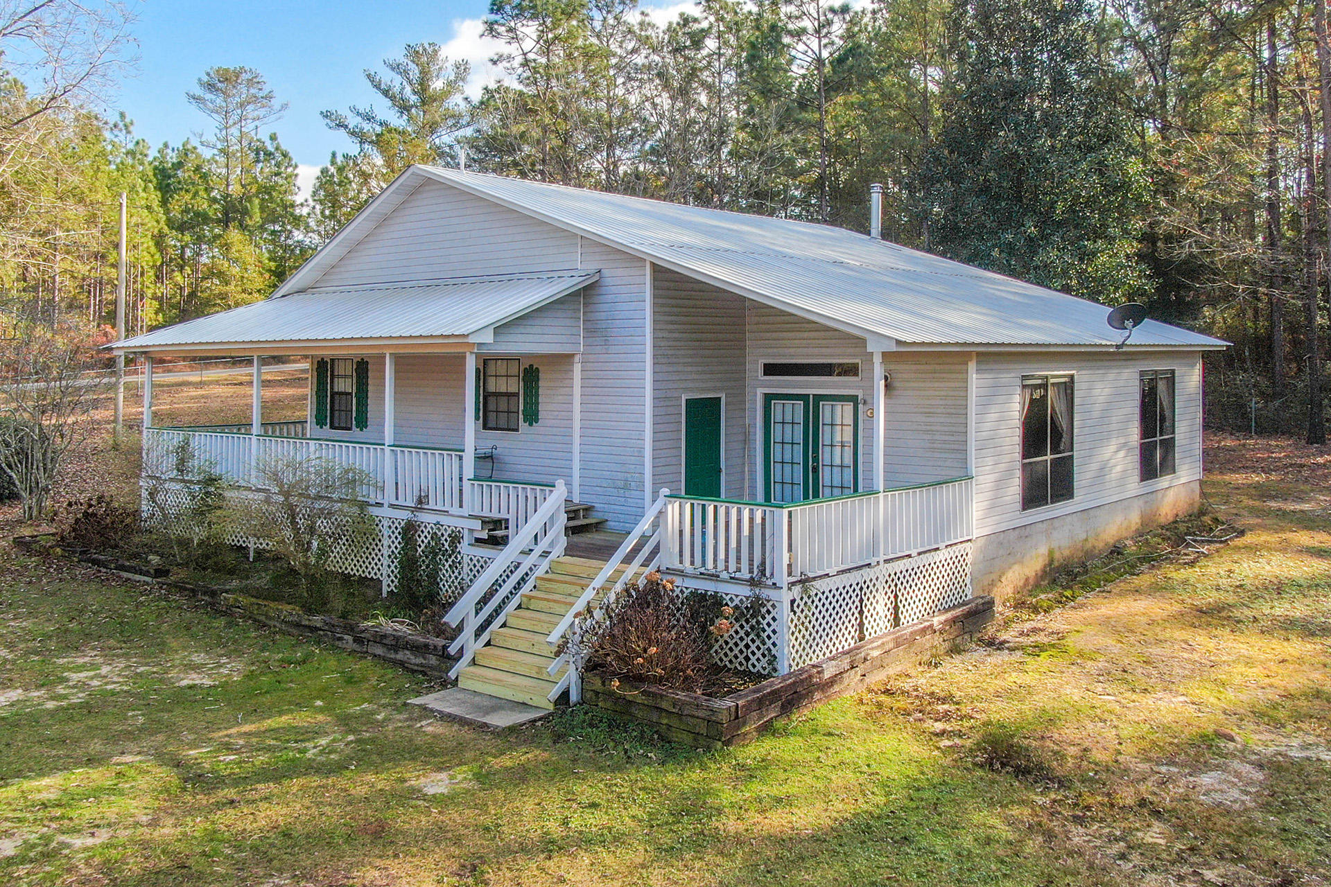 Photo of home for sale at 6914 Bill Lundy, Laurel Hill FL