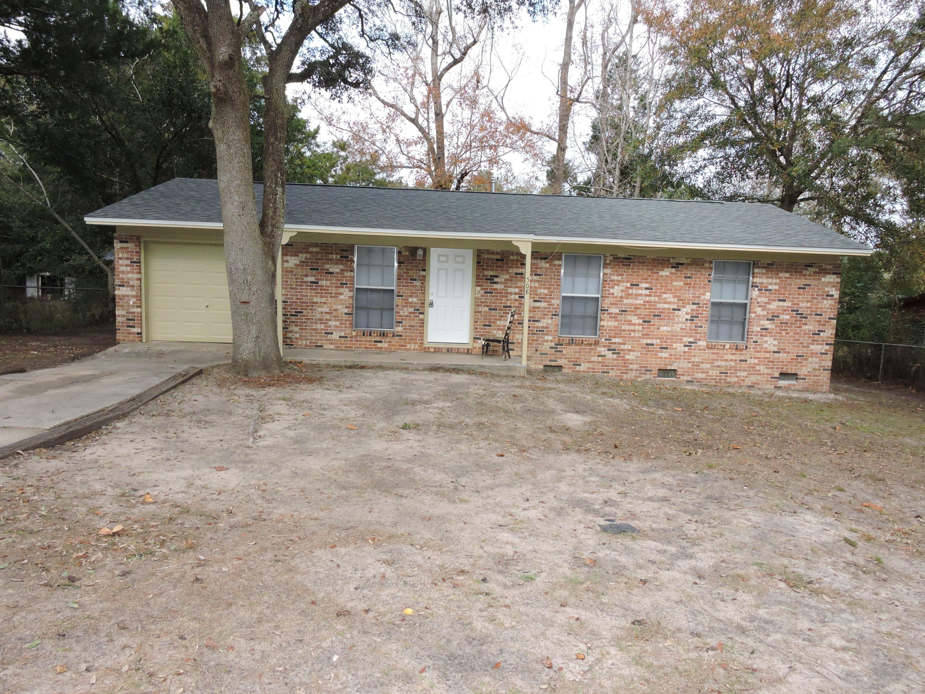 Photo of home for sale at 508 Forrest, Crestview FL