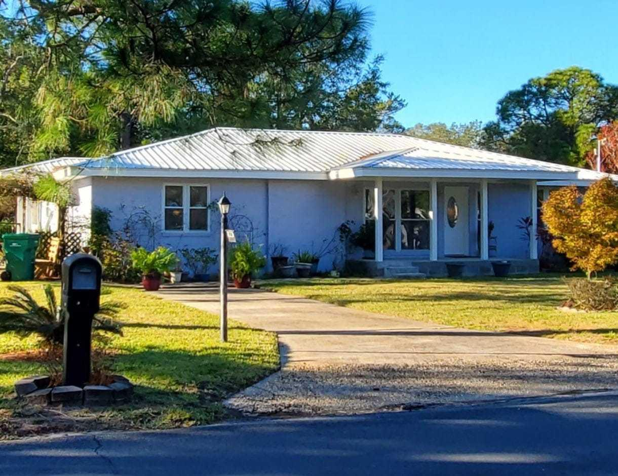 Photo of home for sale at 920 Beachview, Fort Walton Beach FL