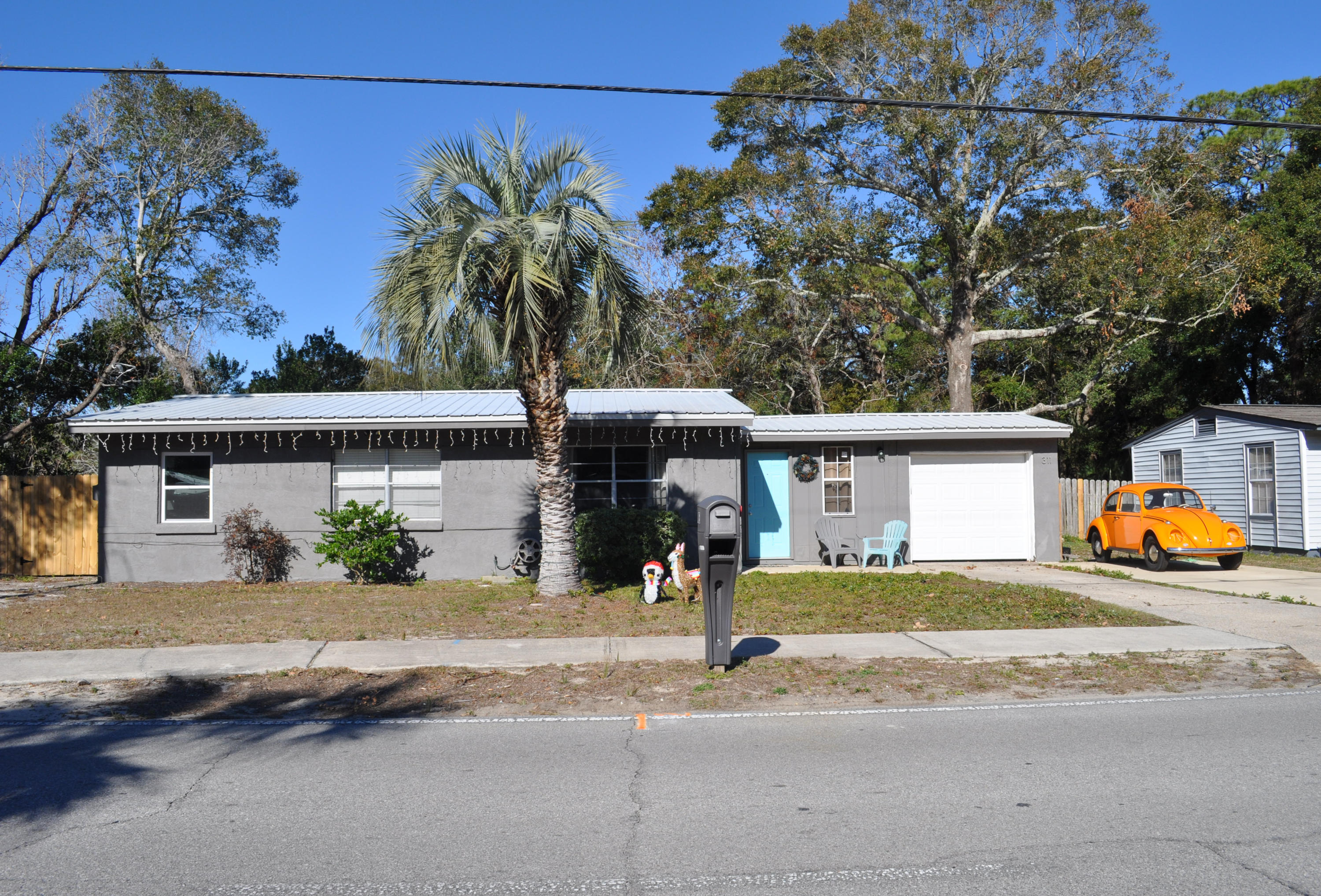 Photo of home for sale at 311 Hollywood, Fort Walton Beach FL