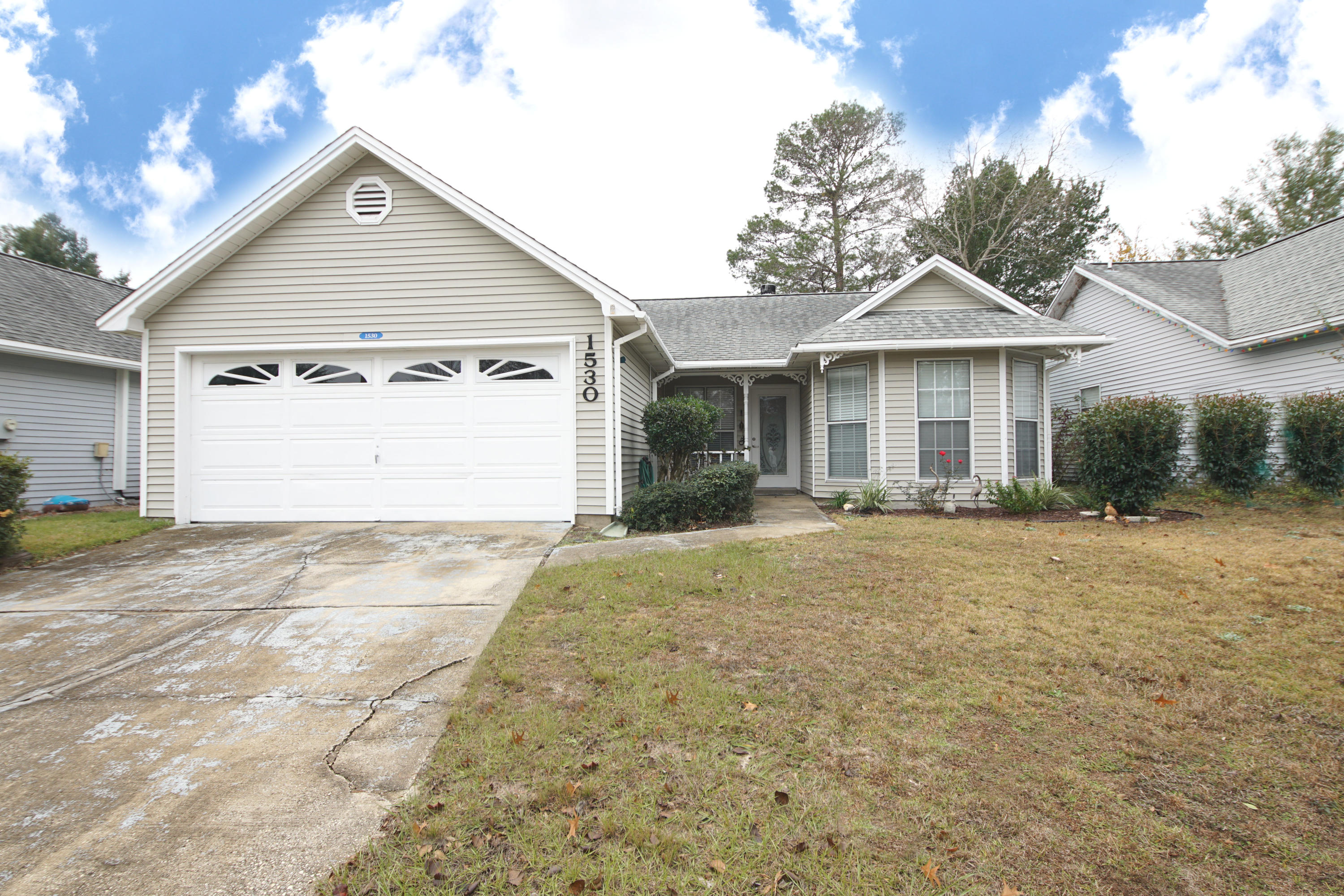Photo of home for sale at 1530 Meadowbrook, Niceville FL
