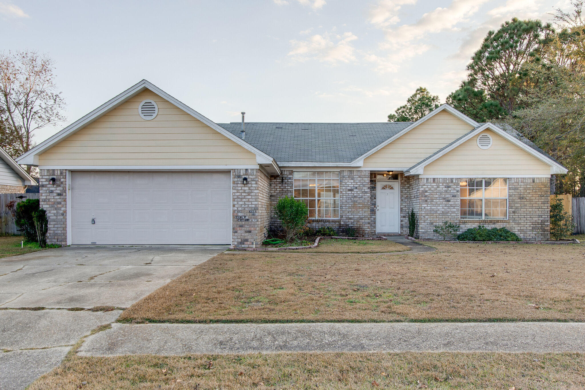 Photo of home for sale at 9525 Brentwood, Navarre FL