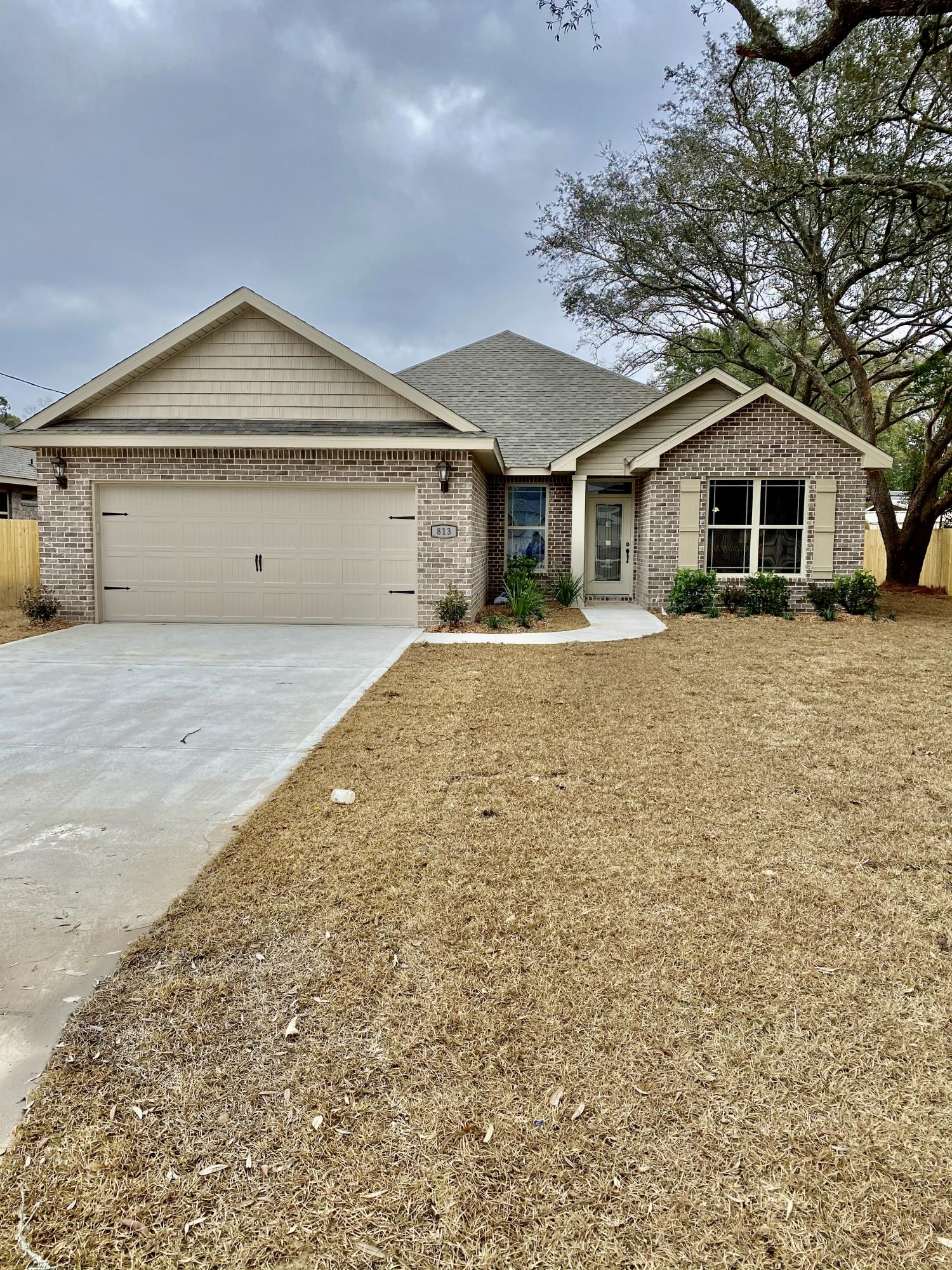 Photo of home for sale at 813 Dee, Fort Walton Beach FL