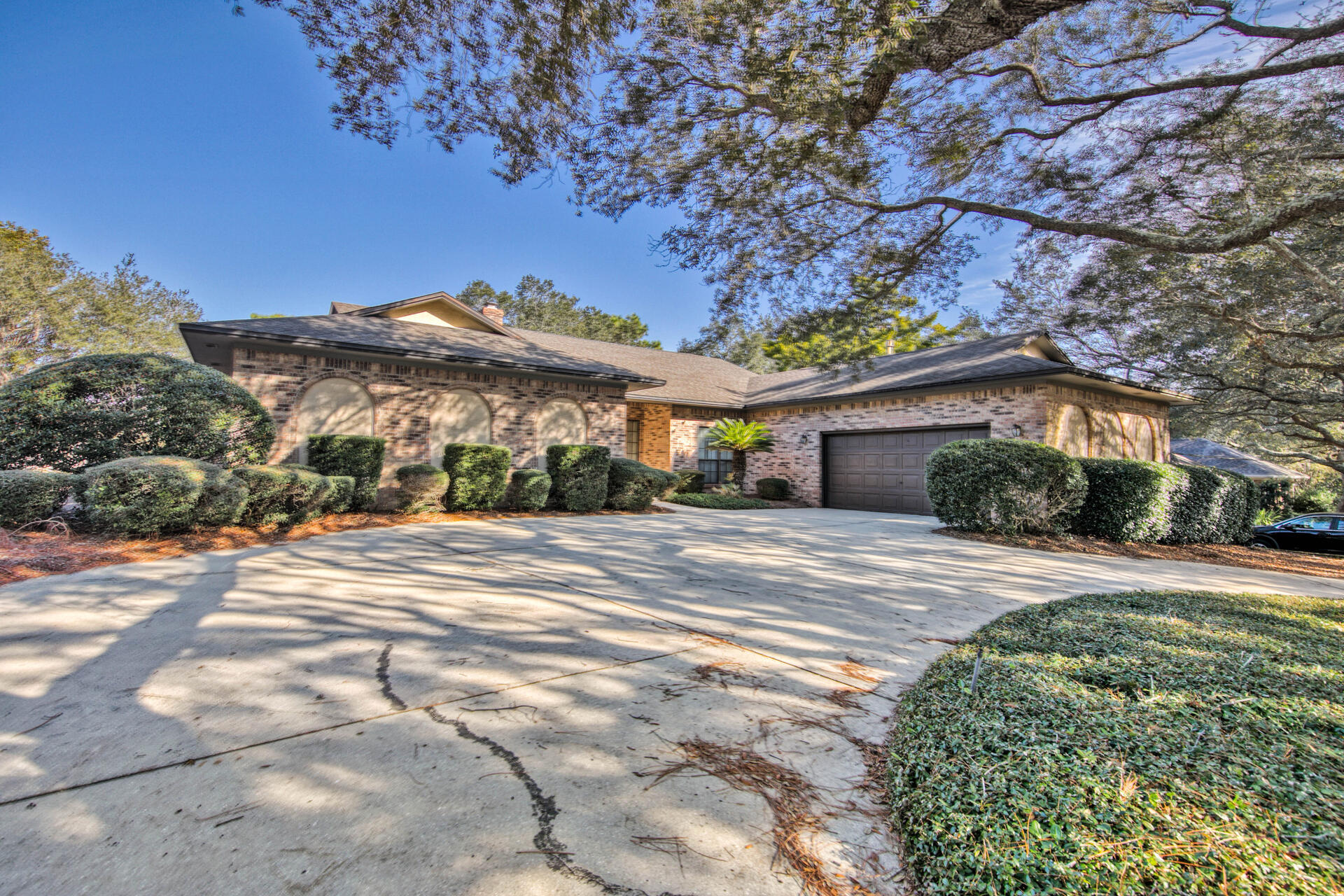 Photo of home for sale at 214 Country Club, Shalimar FL