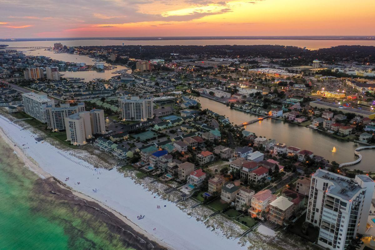 Photo of home for sale at 130 Sandprint, Destin FL