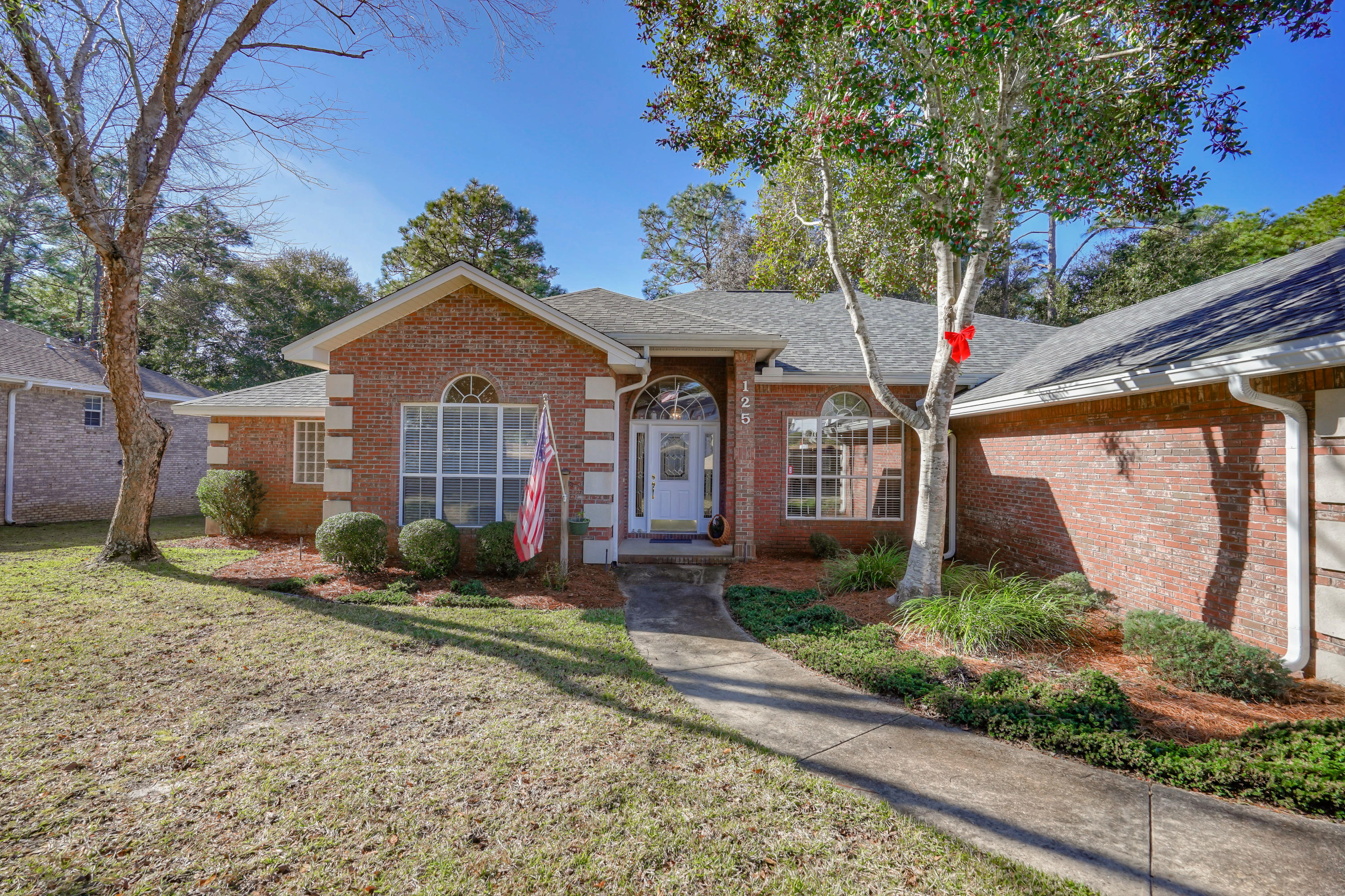 Photo of home for sale at 125 Mulry, Niceville FL