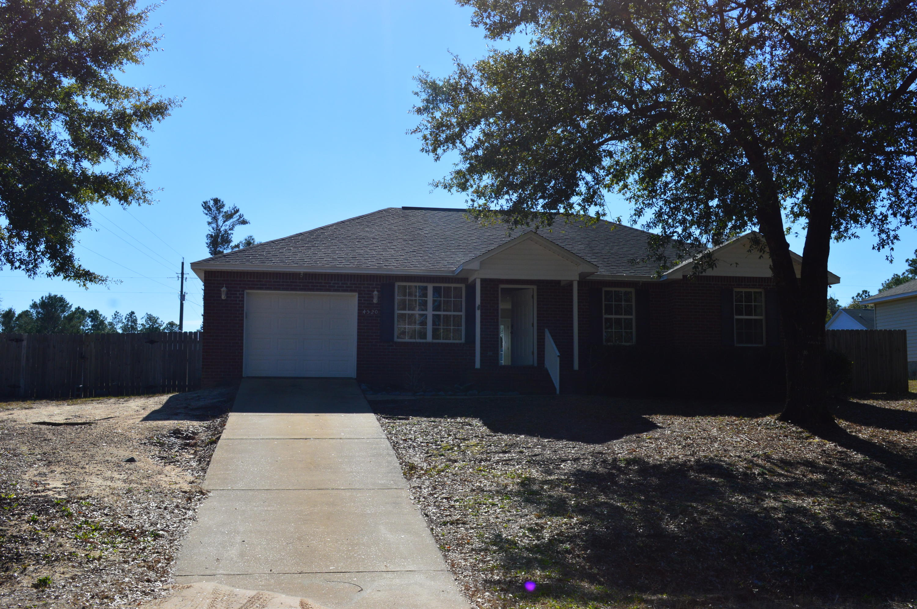 Photo of home for sale at 4520 Goldfinch, Crestview FL