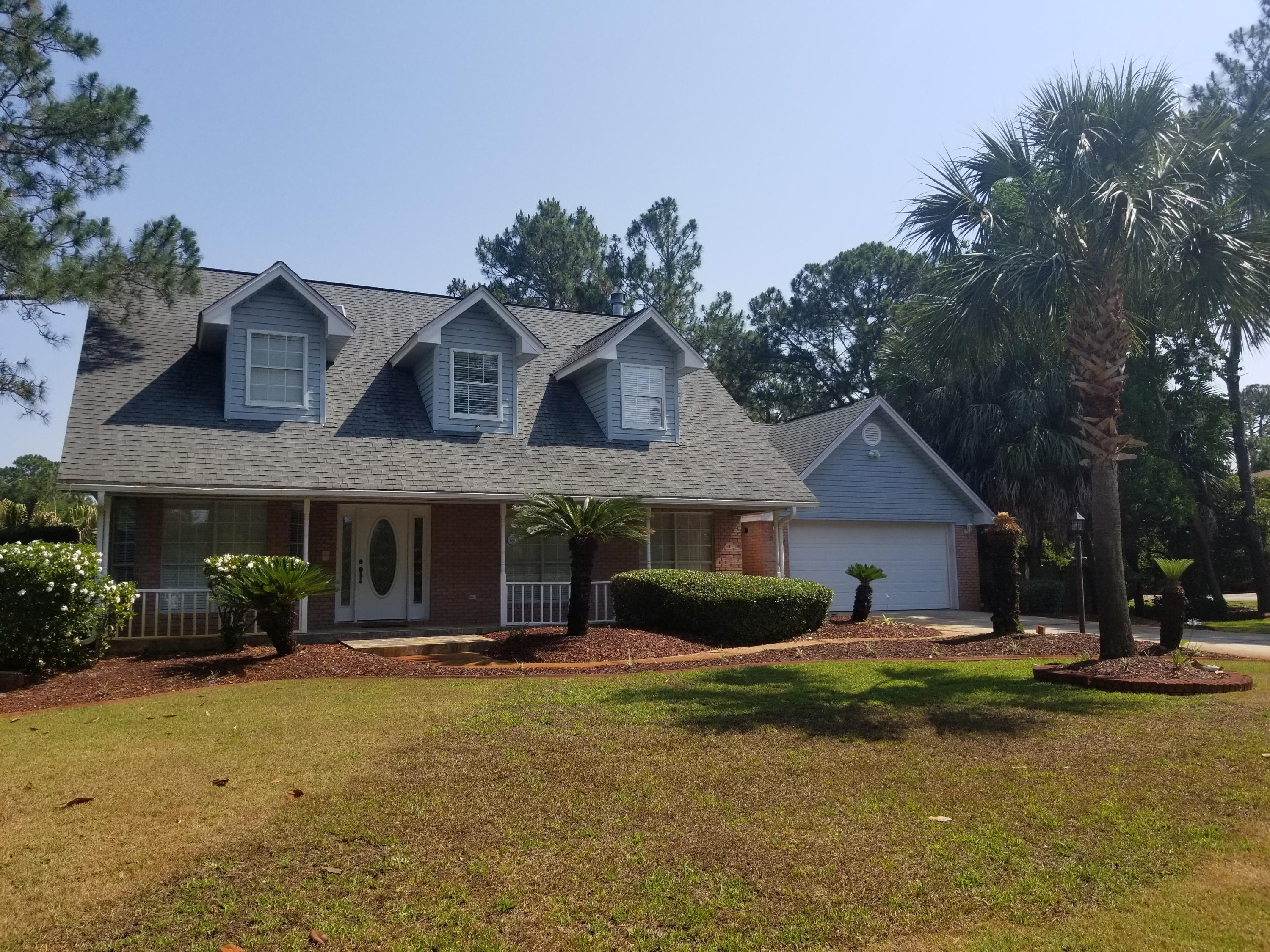 Photo of home for sale at 521 Parish, Mary Esther FL