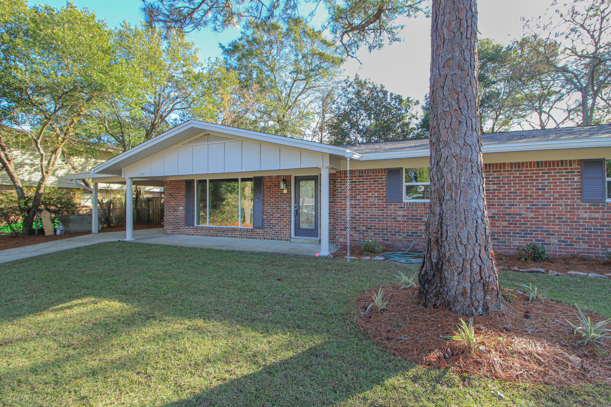 Photo of home for sale at 224 Chateaugay, Fort Walton Beach FL