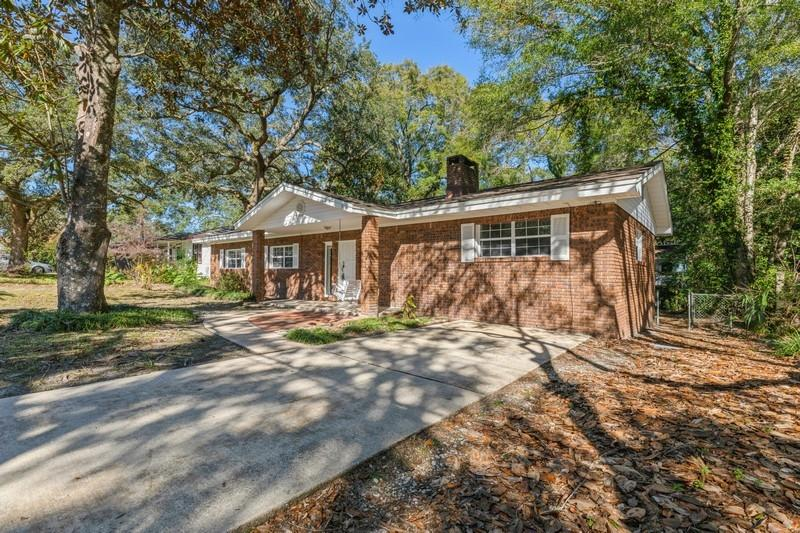 Photo of home for sale at 316 Ohio, Valparaiso FL