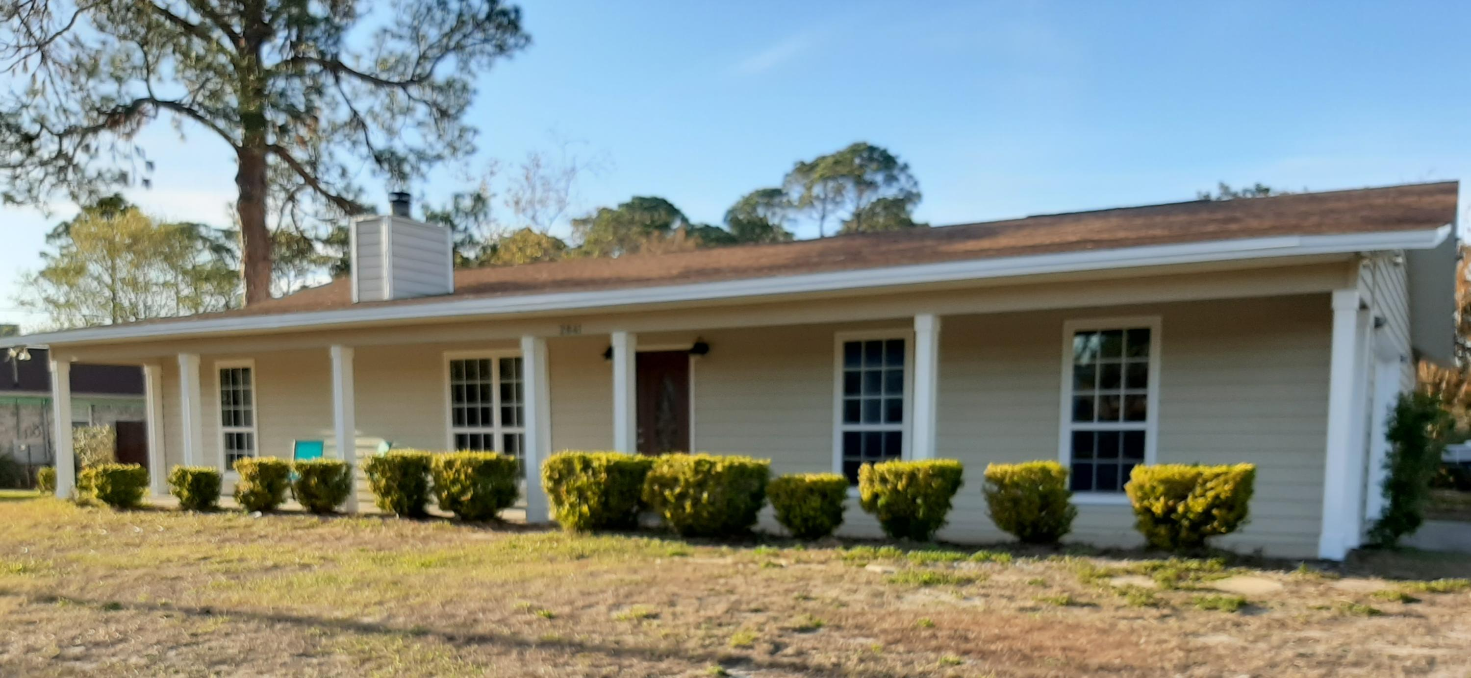 Photo of home for sale at 2841 Via Roma Ct, Gulf Breeze FL