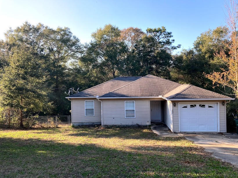 Photo of home for sale at 307 Lakeview, Crestview FL