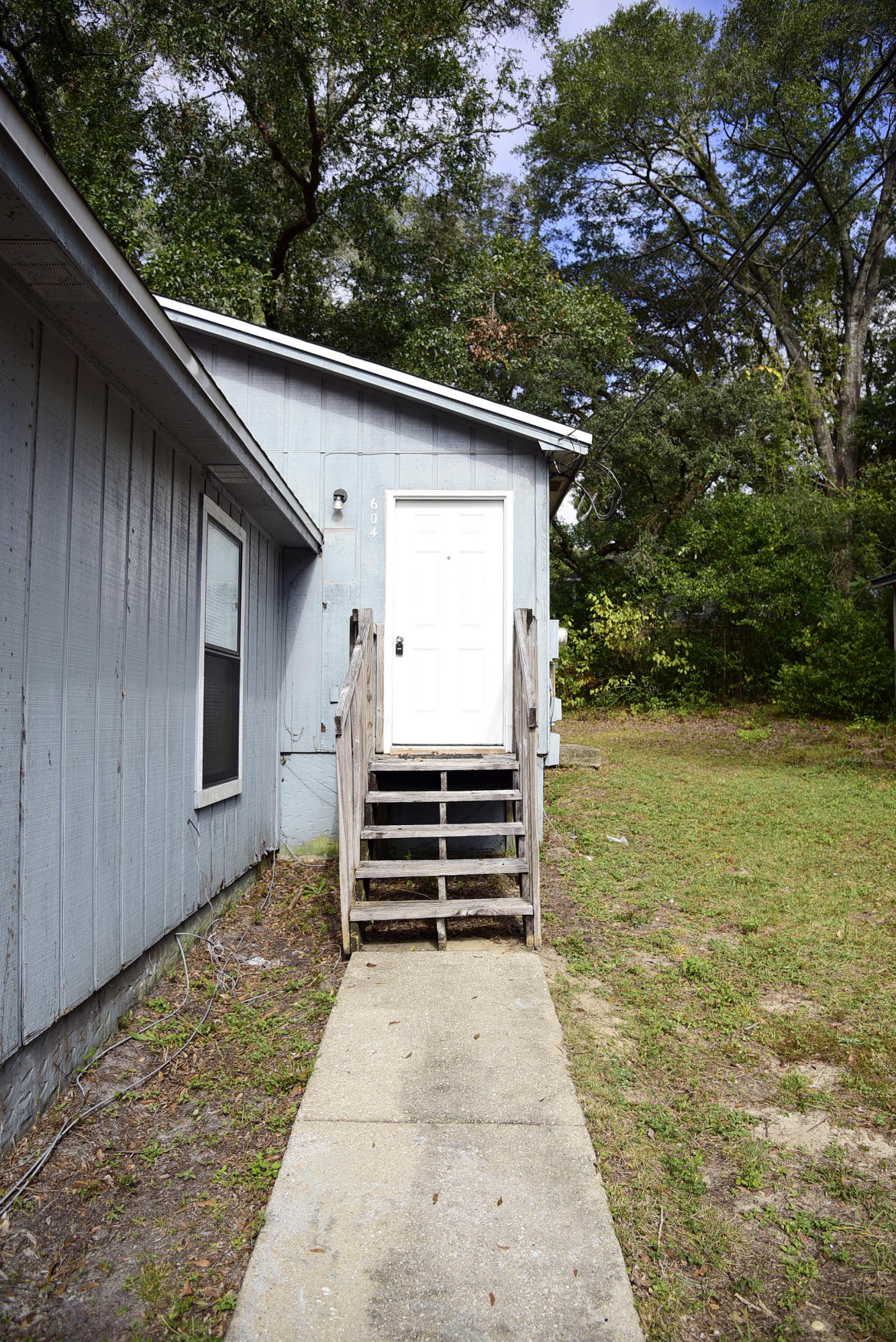 Photo of home for sale at 604 31st, Niceville FL