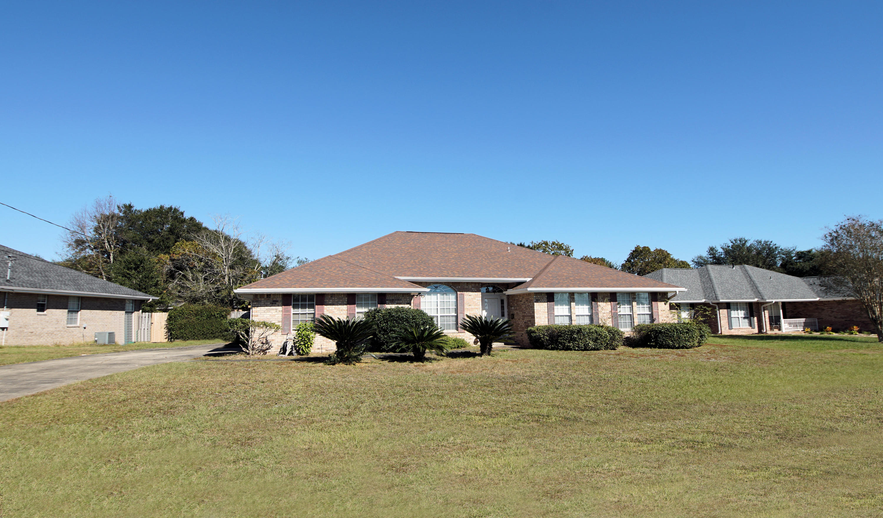 Photo of home for sale at 403 Riverchase, Crestview FL