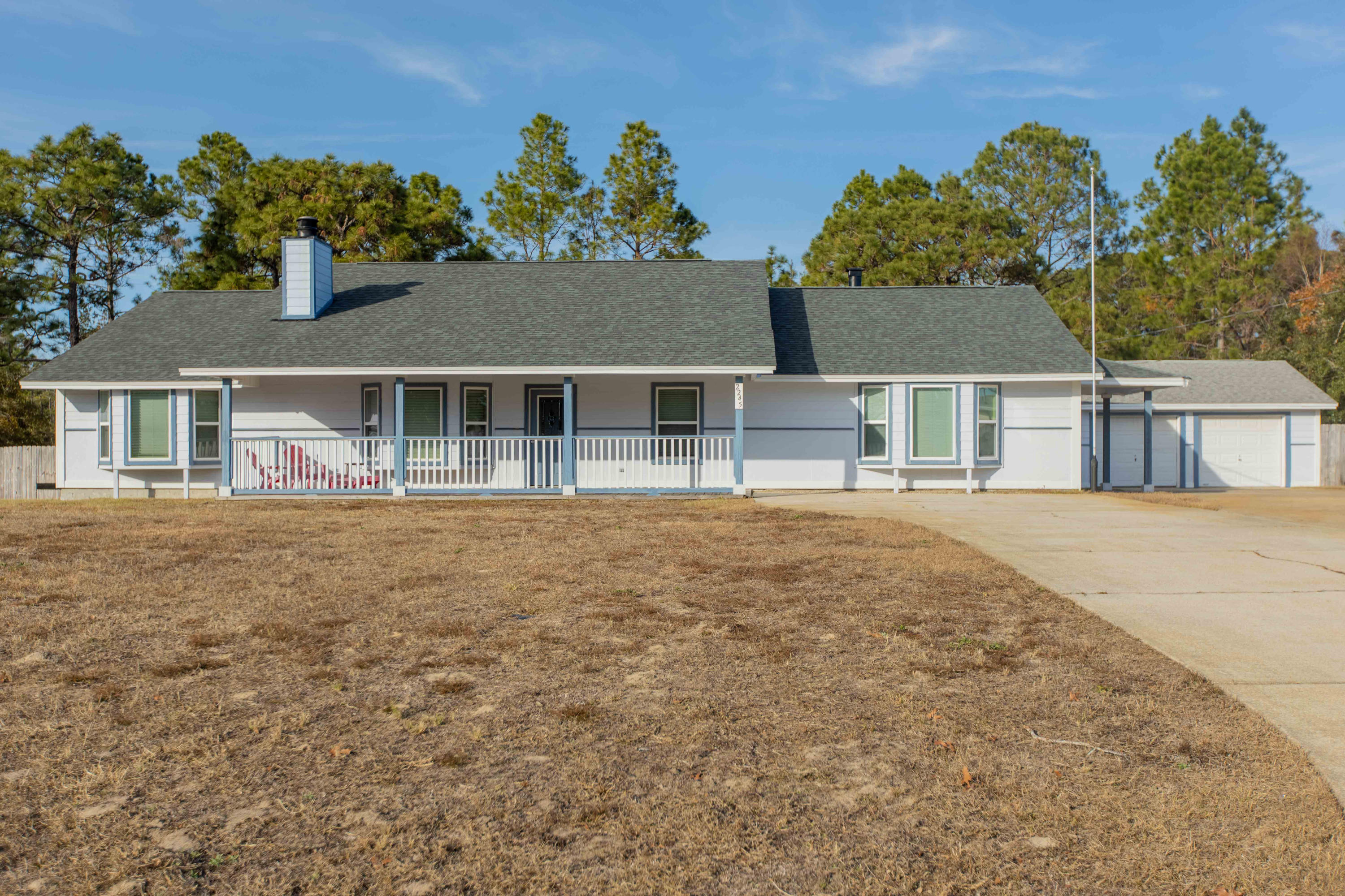 Photo of home for sale at 2245 Las Vegas, Navarre FL