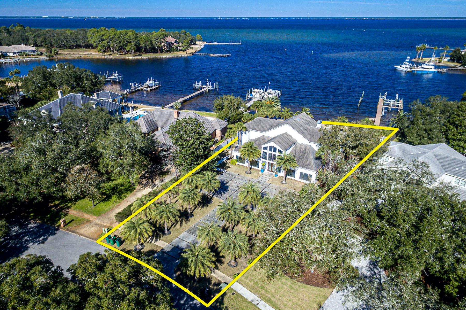 Photo of home for sale at 114 Indian Bayou, Destin FL