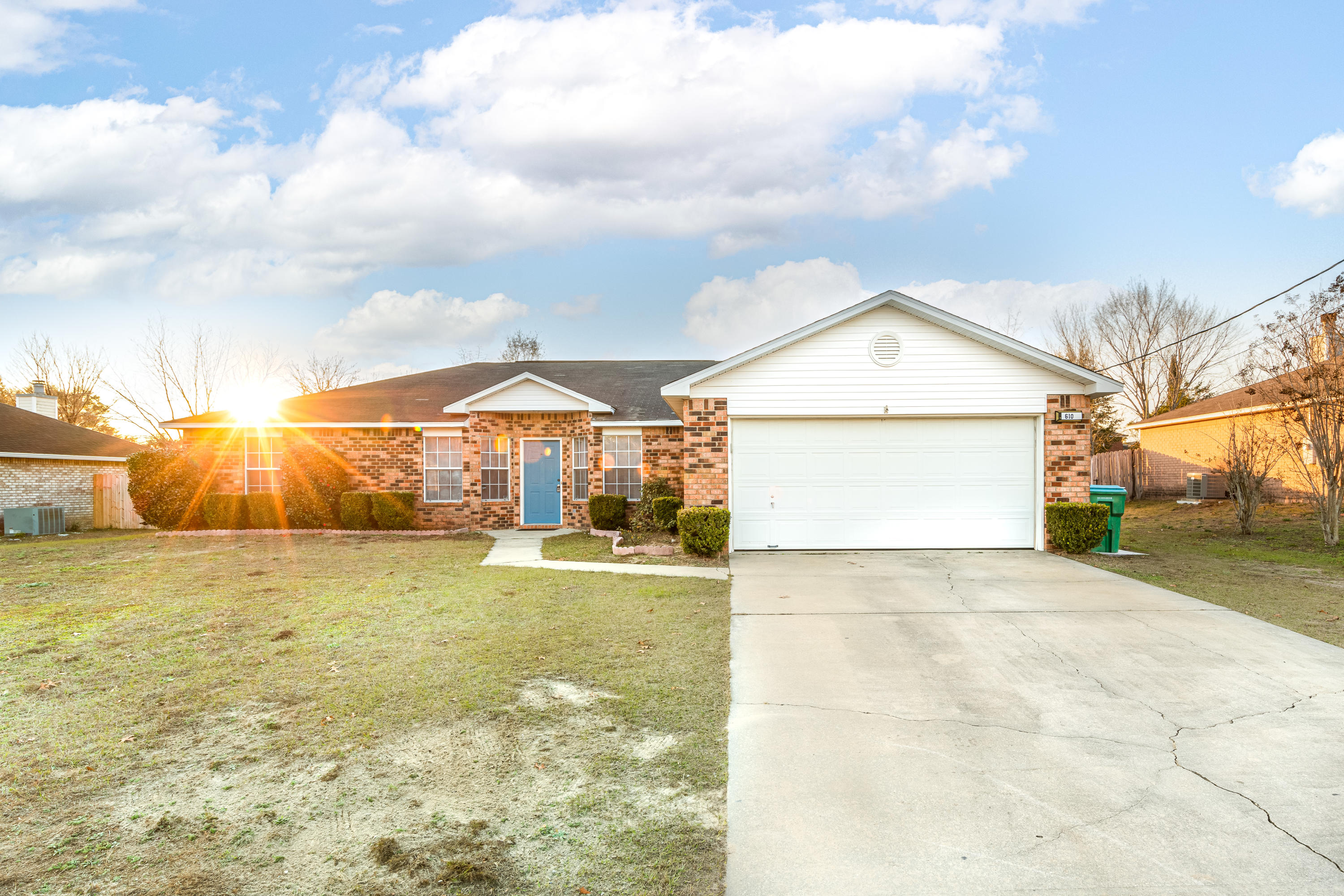Photo of home for sale at 610 Northview, Crestview FL