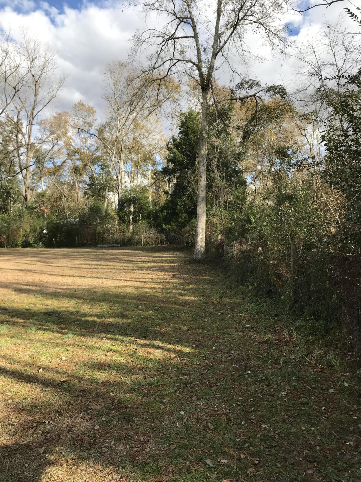 Photo of home for sale at 515 2nd, Chipley FL