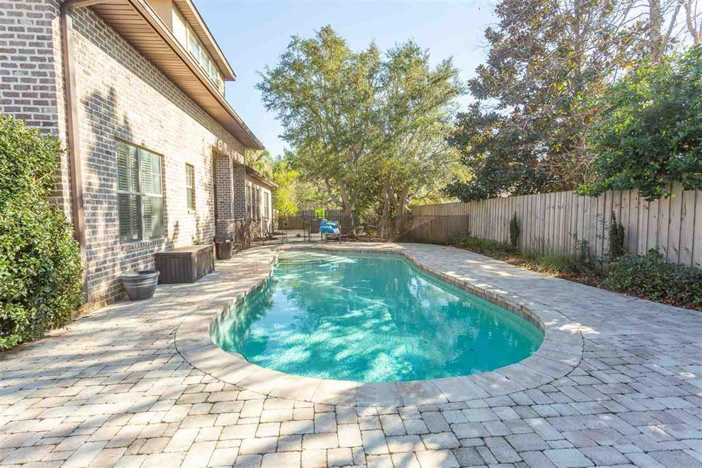Photo of home for sale at 2675 Manor, Gulf Breeze FL