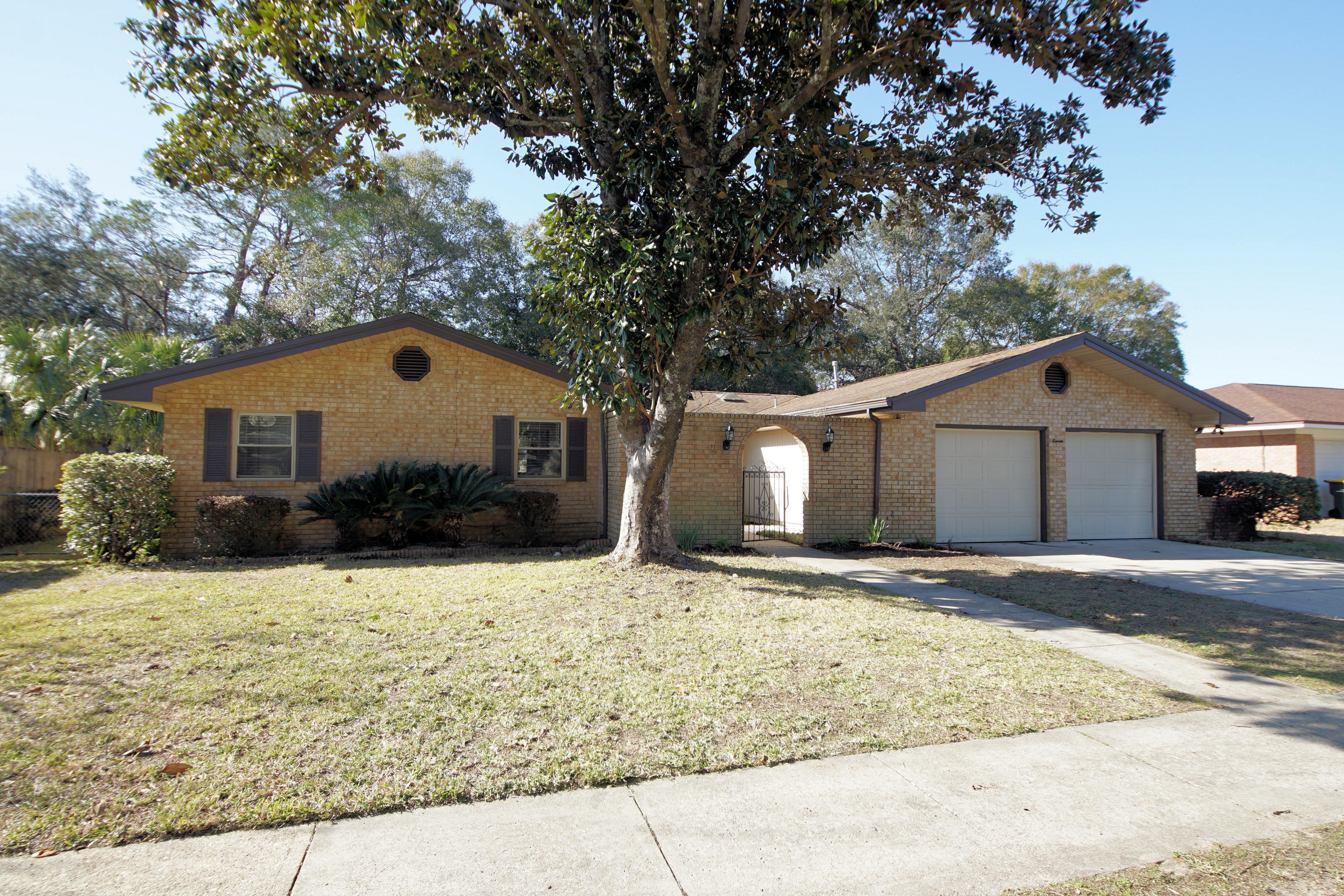 Photo of home for sale at 11 Cambridge, Fort Walton Beach FL