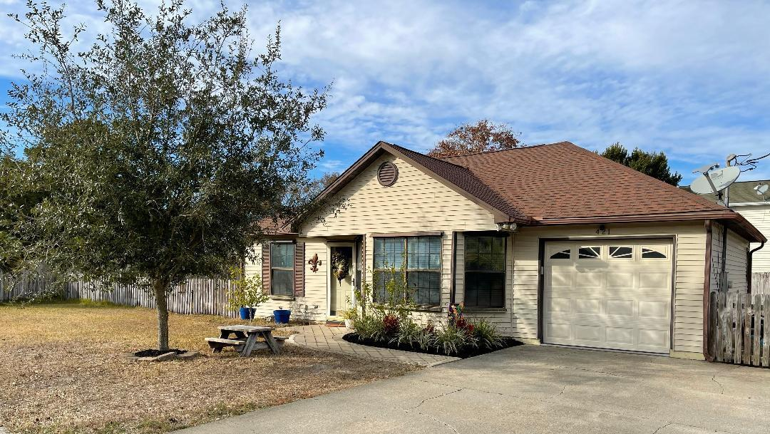 Photo of home for sale at 421 Azalea, Destin FL