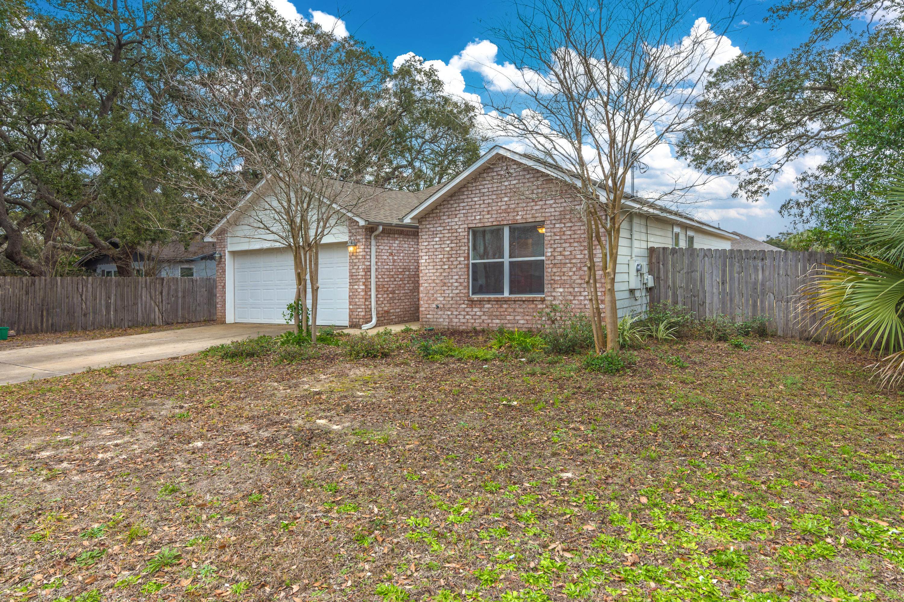 Photo of home for sale at 695 Tyner, Fort Walton Beach FL