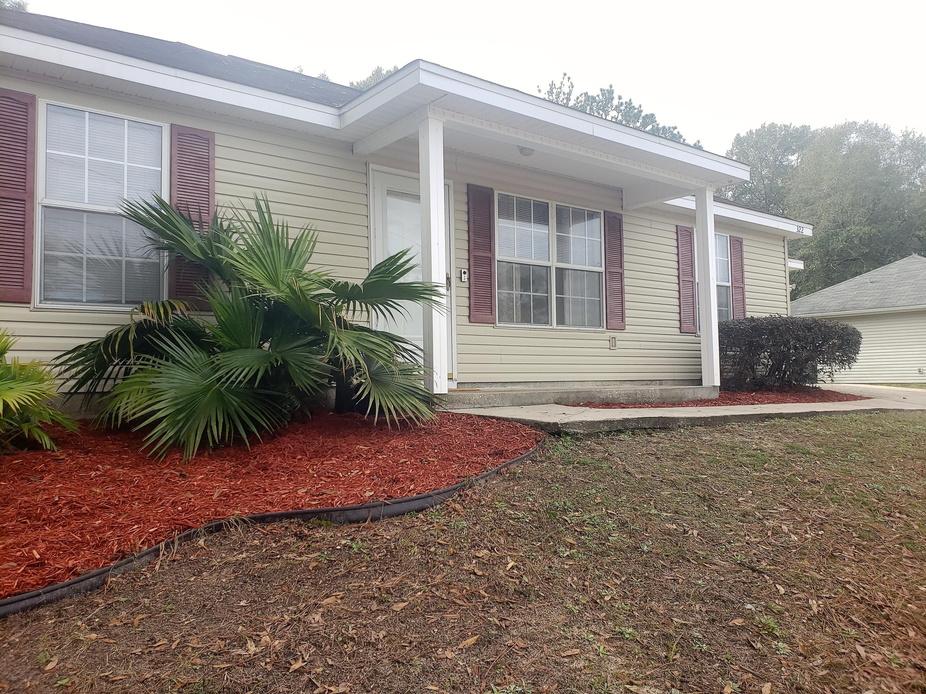 Photo of home for sale at 322 Lakeview, Crestview FL