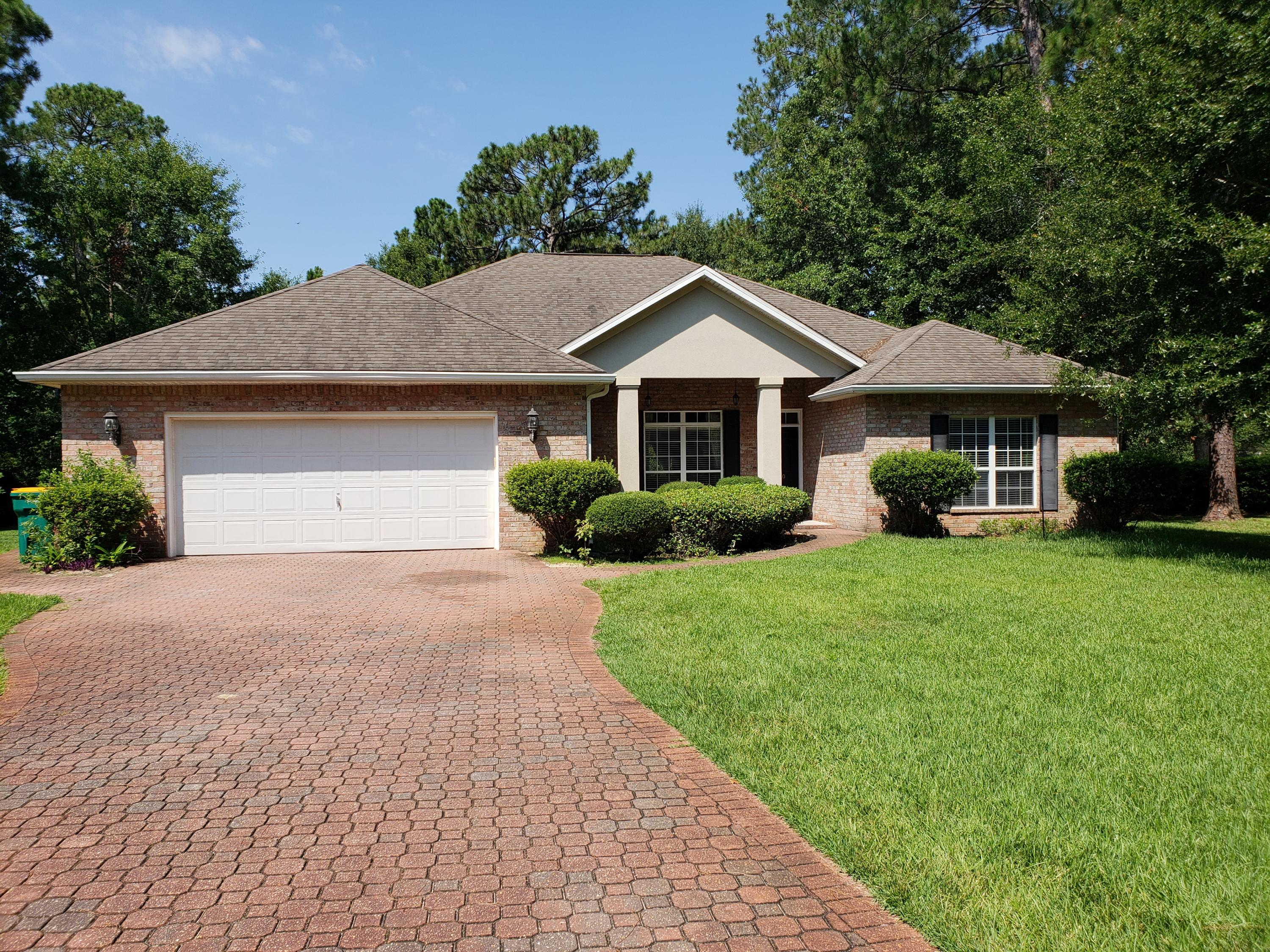 Photo of home for sale at 710 Prestwick, Niceville FL