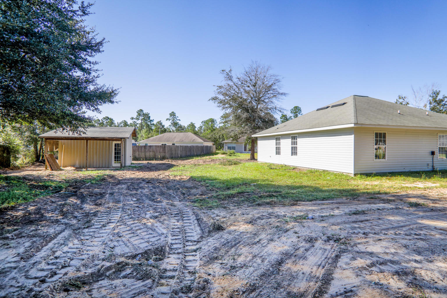 Photo of home for sale at 5185 Azalea, Crestview FL