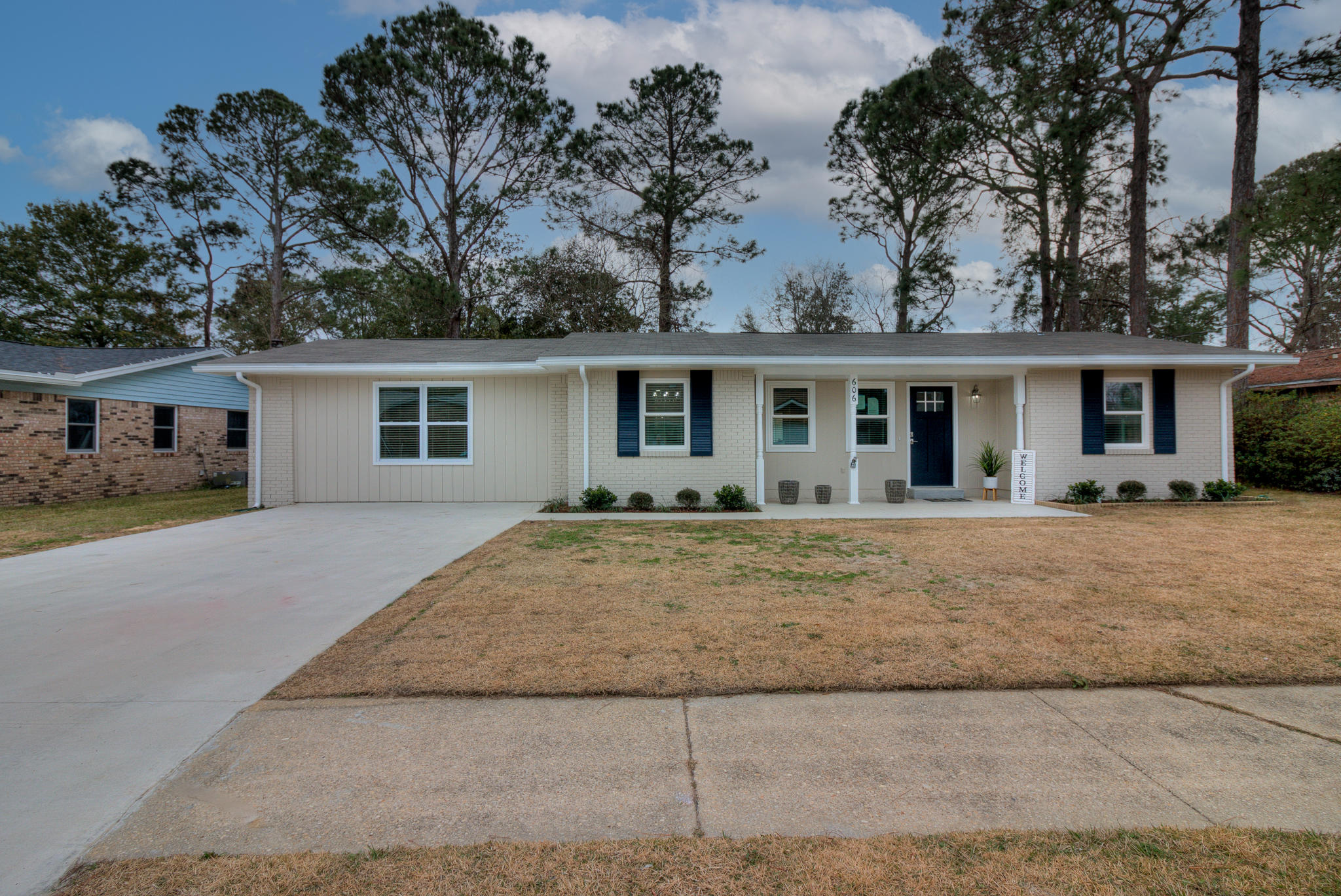 Photo of home for sale at 606 Ironwood, Fort Walton Beach FL