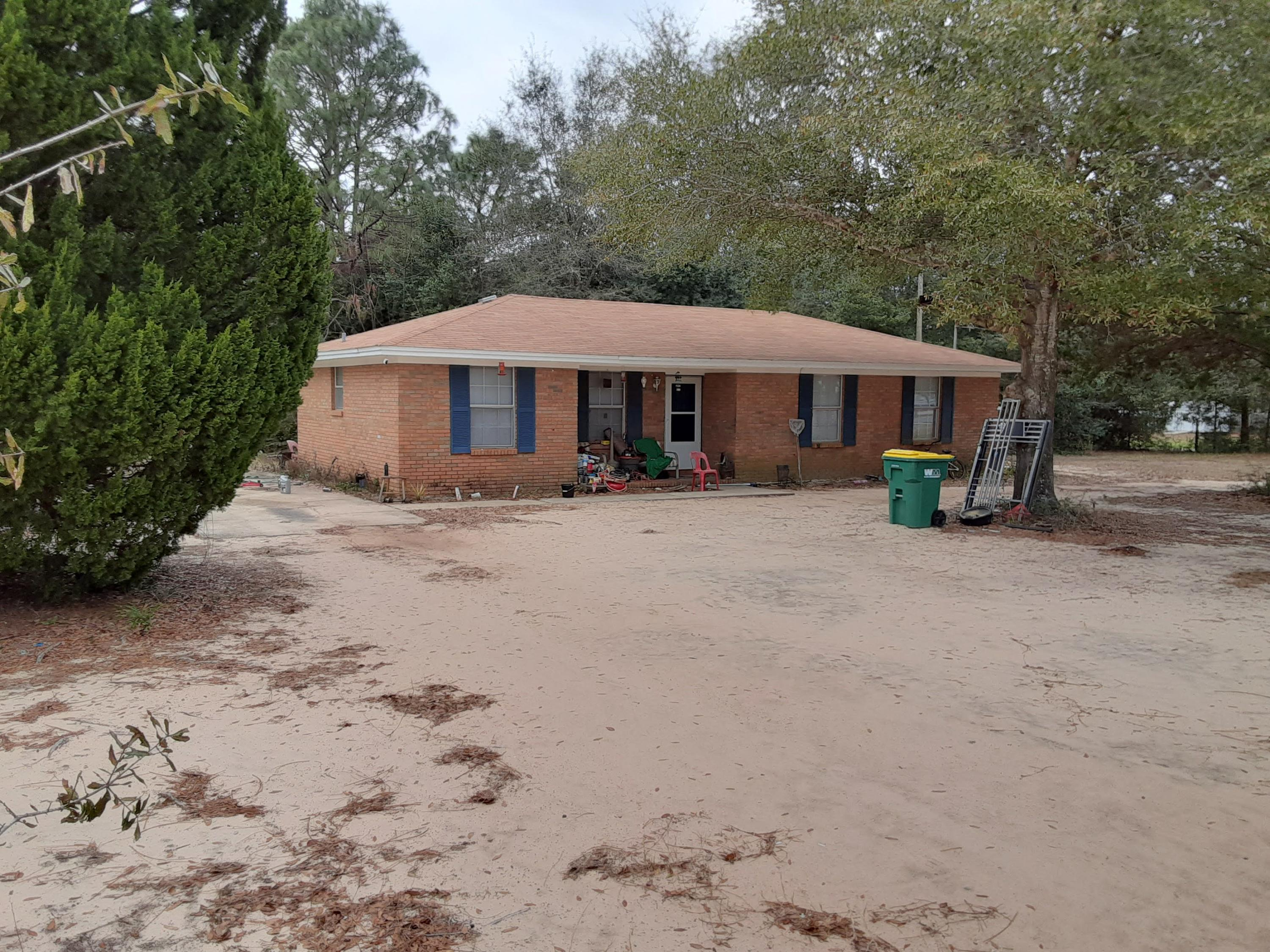 Photo of home for sale at 5832 Flamingo, Crestview FL