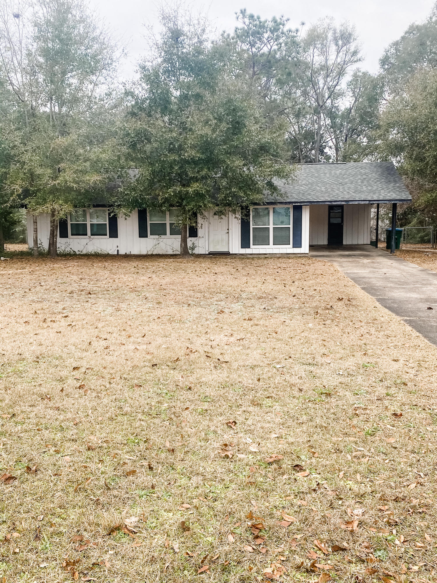 Photo of home for sale at 433 Panama, Crestview FL