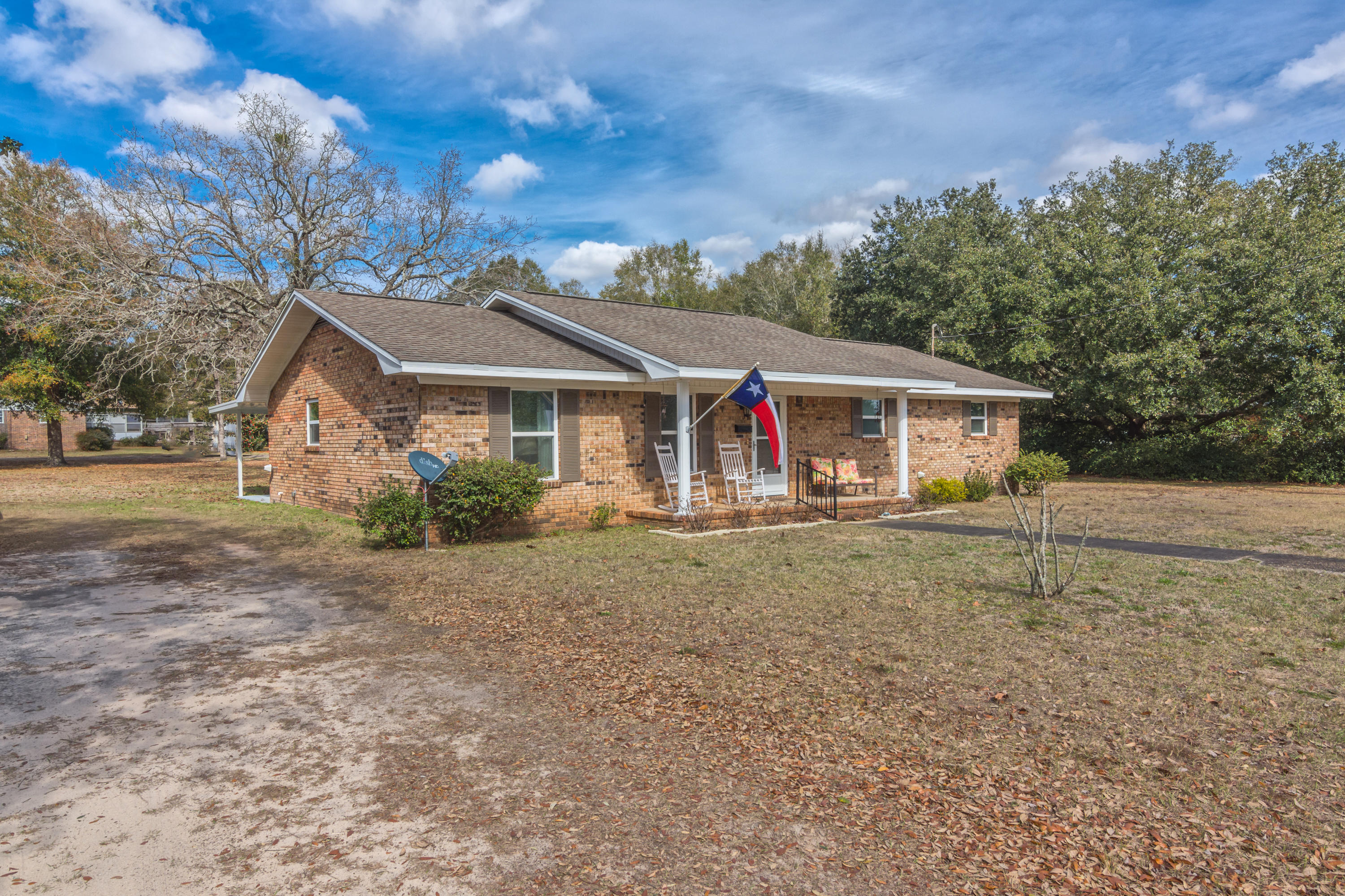 Photo of home for sale at 2909 Orchidcrest, Crestview FL