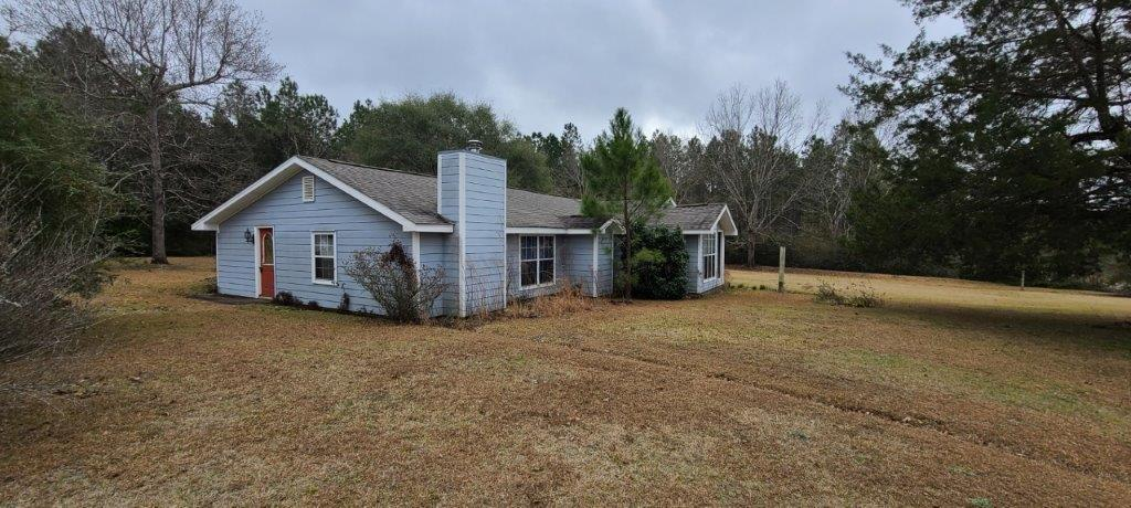 Photo of home for sale at 7401 Highway 393, Laurel Hill FL