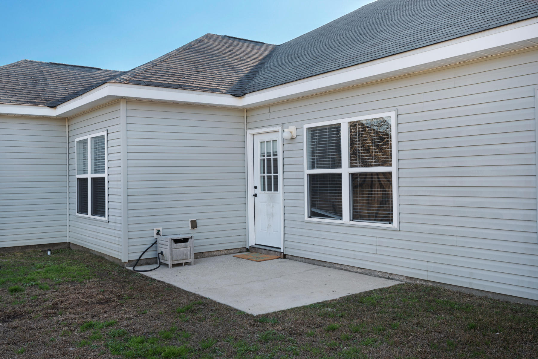 Photo of home for sale at 215 Ladue, Crestview FL