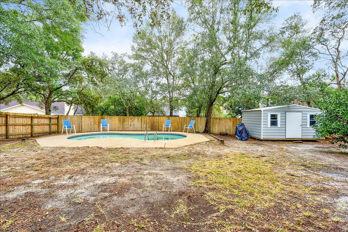 Photo of home for sale at 944 Ridgewood, Niceville FL