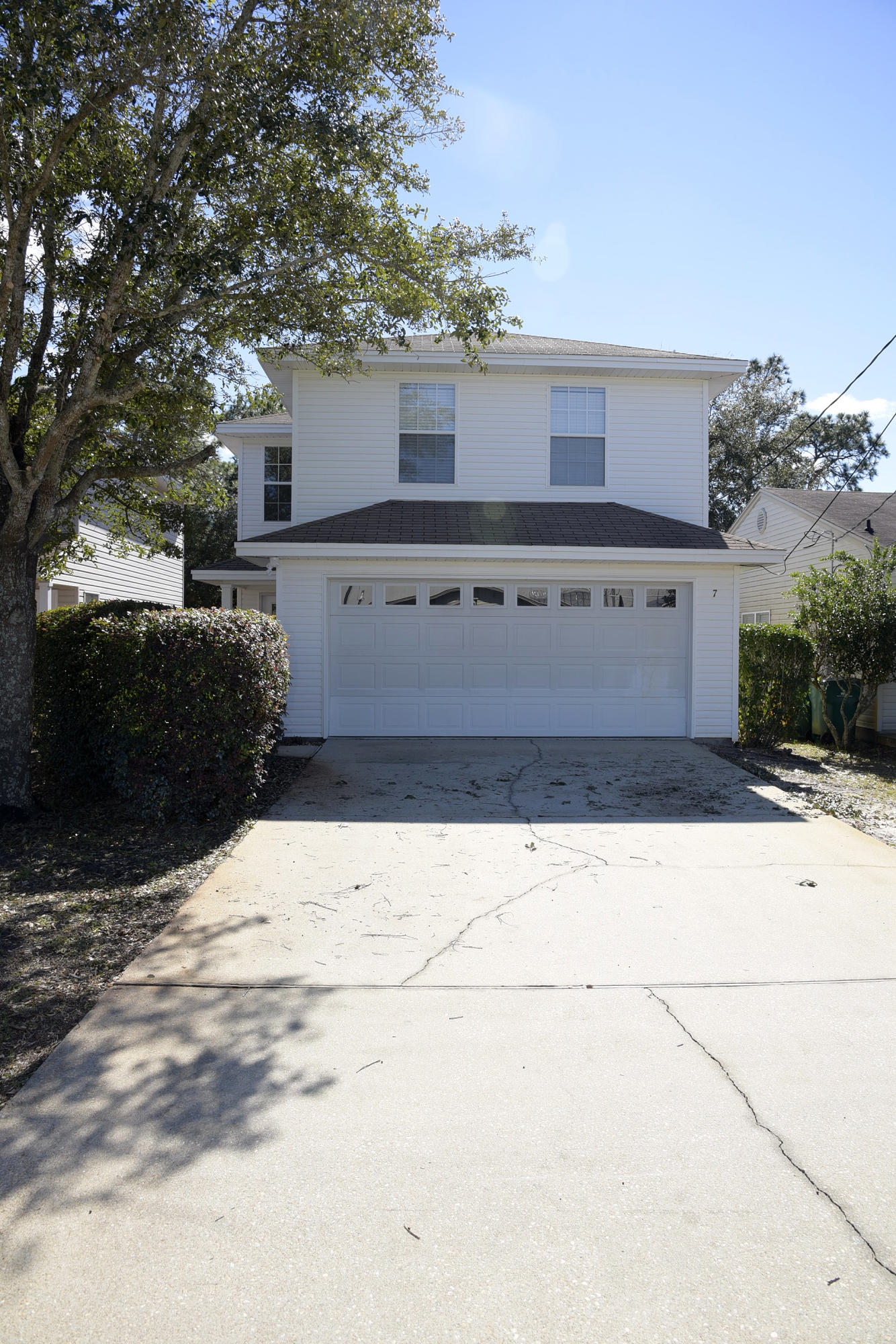Photo of home for sale at 7 6th, Shalimar FL
