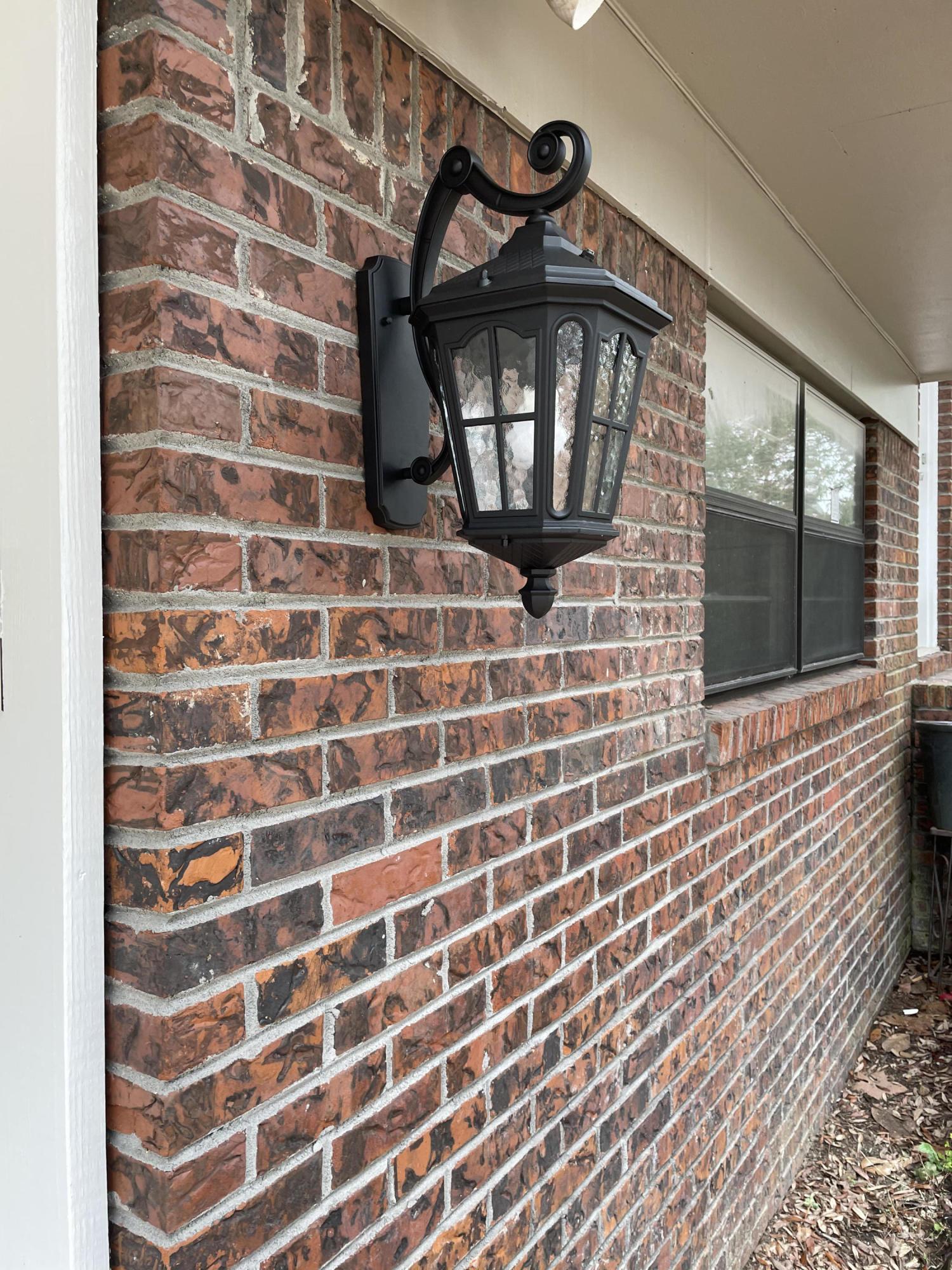 Photo of home for sale at 1009 Juniper, Niceville FL
