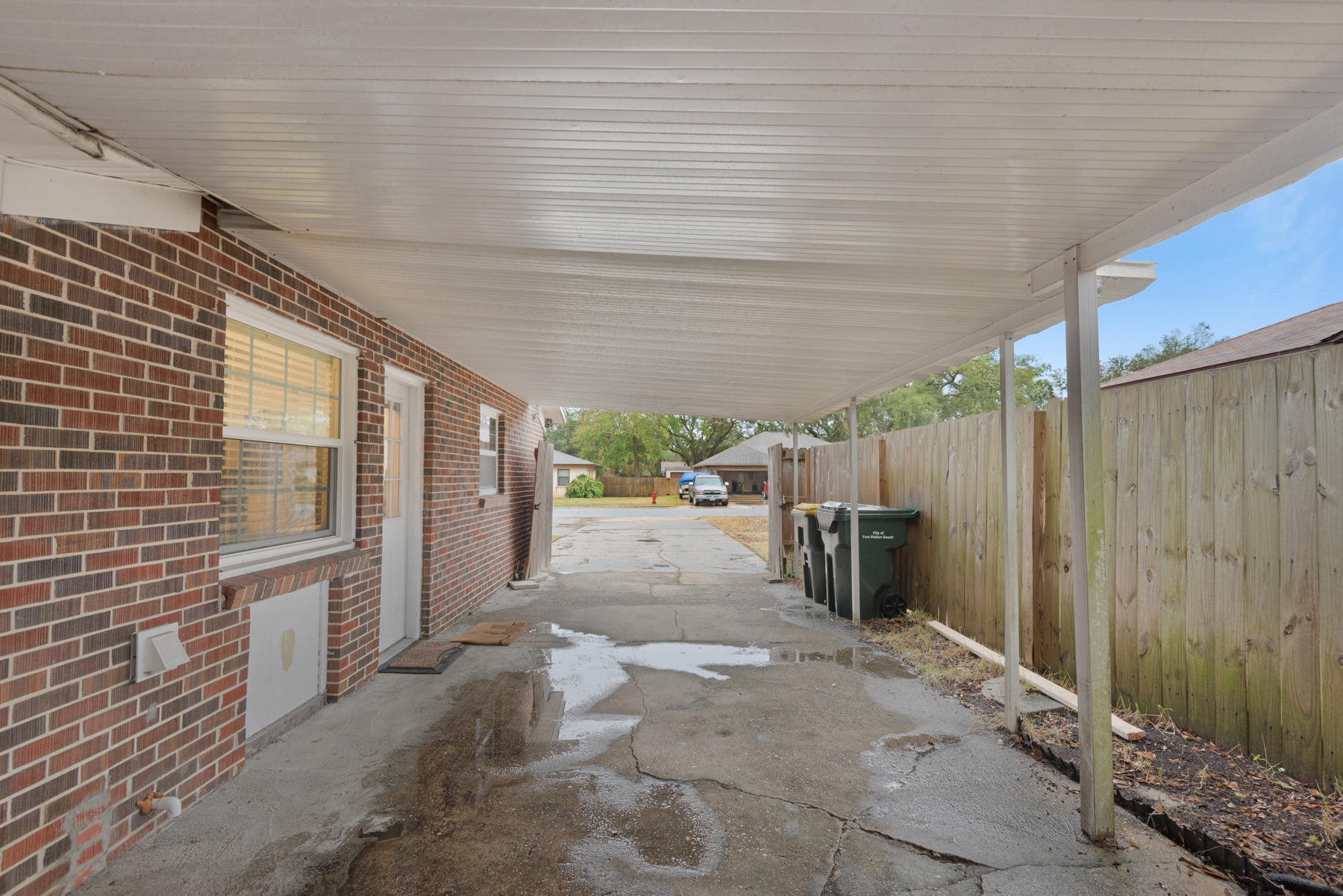 Photo of home for sale at 319 Vista, Fort Walton Beach FL