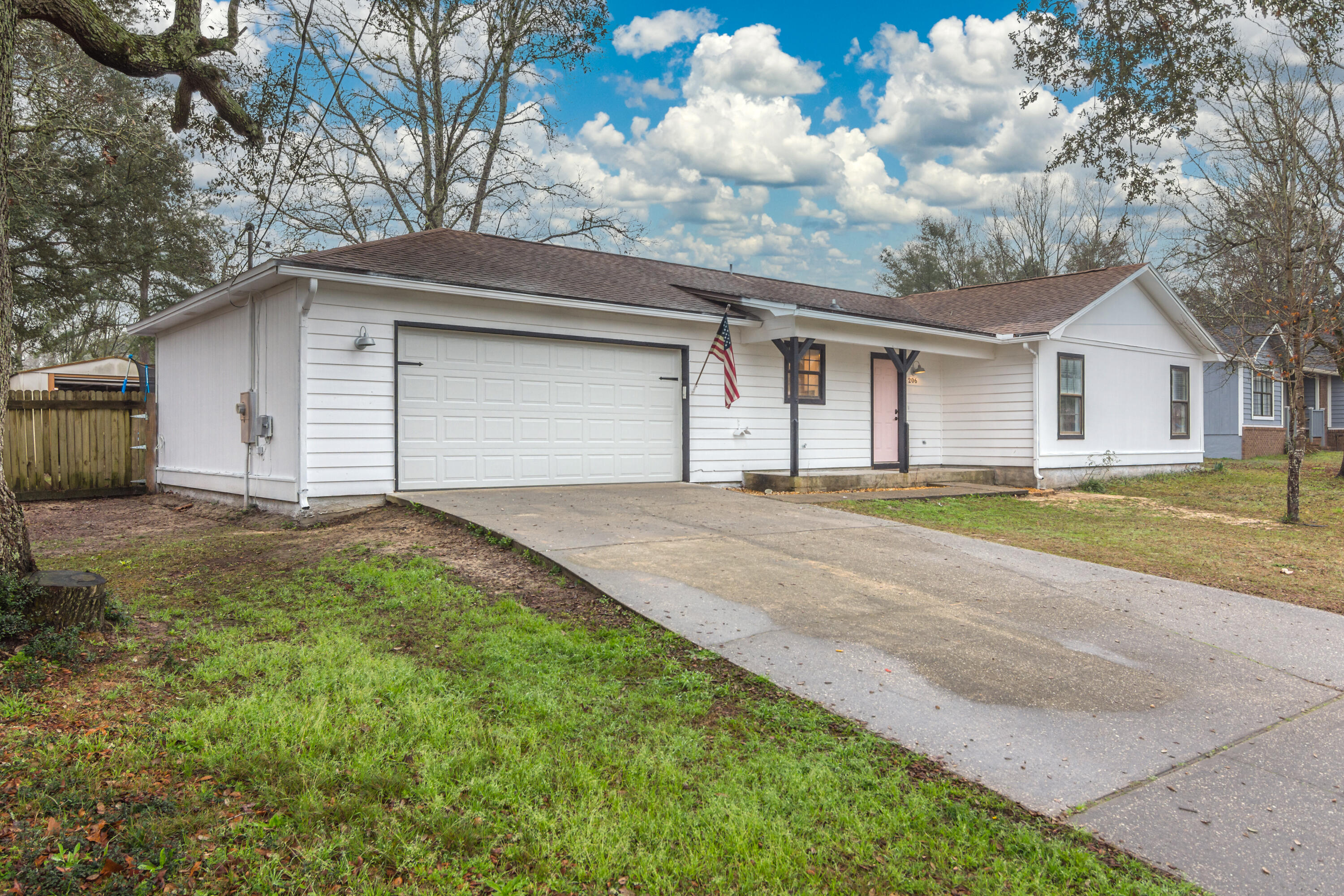 Photo of home for sale at 206 Grand Prix, Crestview FL