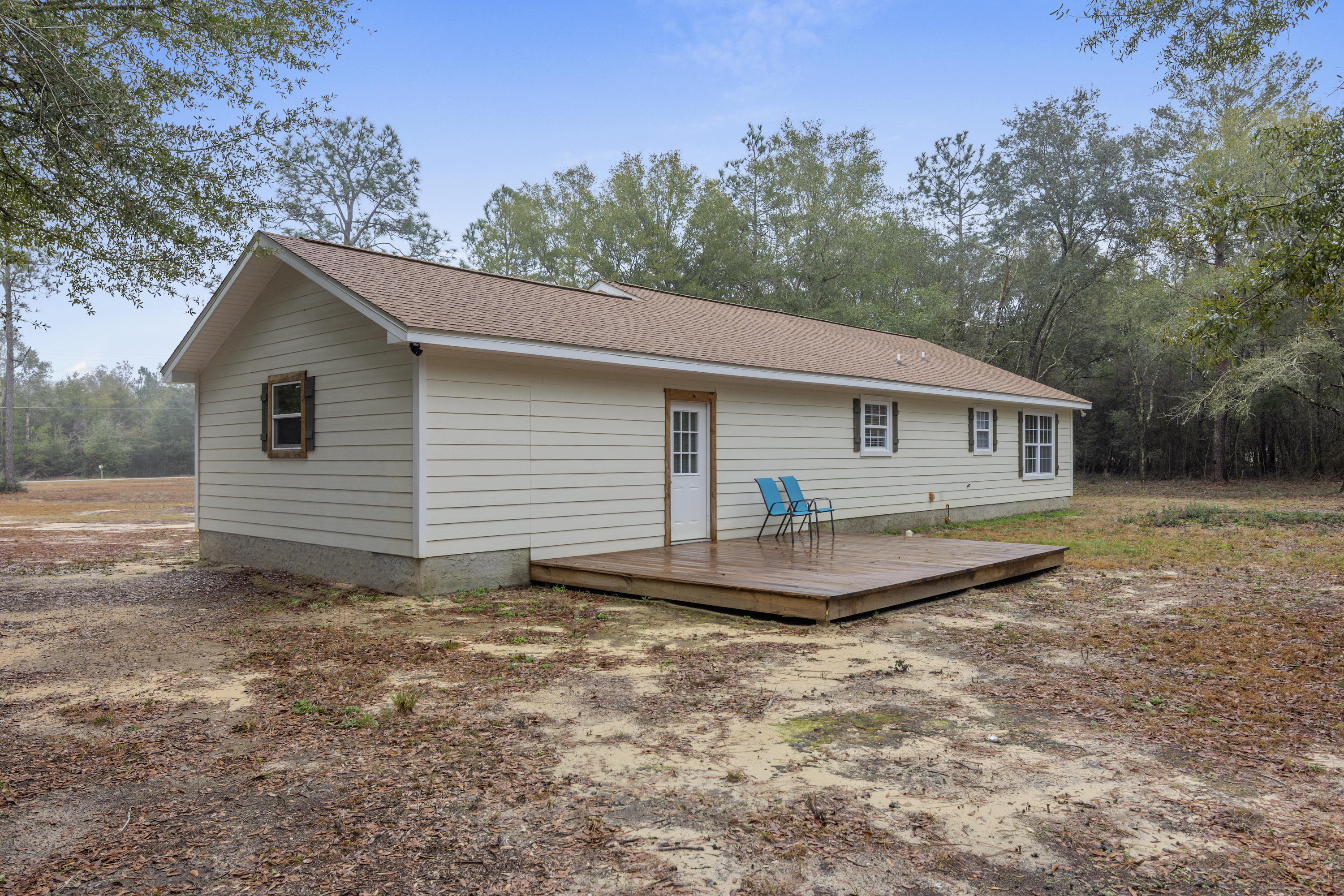 Photo of home for sale at 1625 Caswell, Defuniak Springs FL
