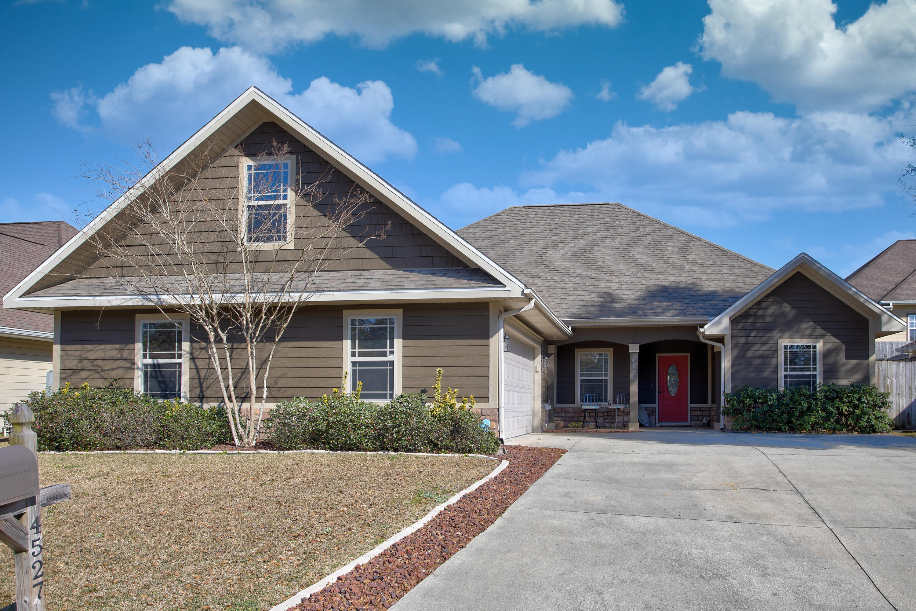Photo of home for sale at 4527 Hermosa, Crestview FL