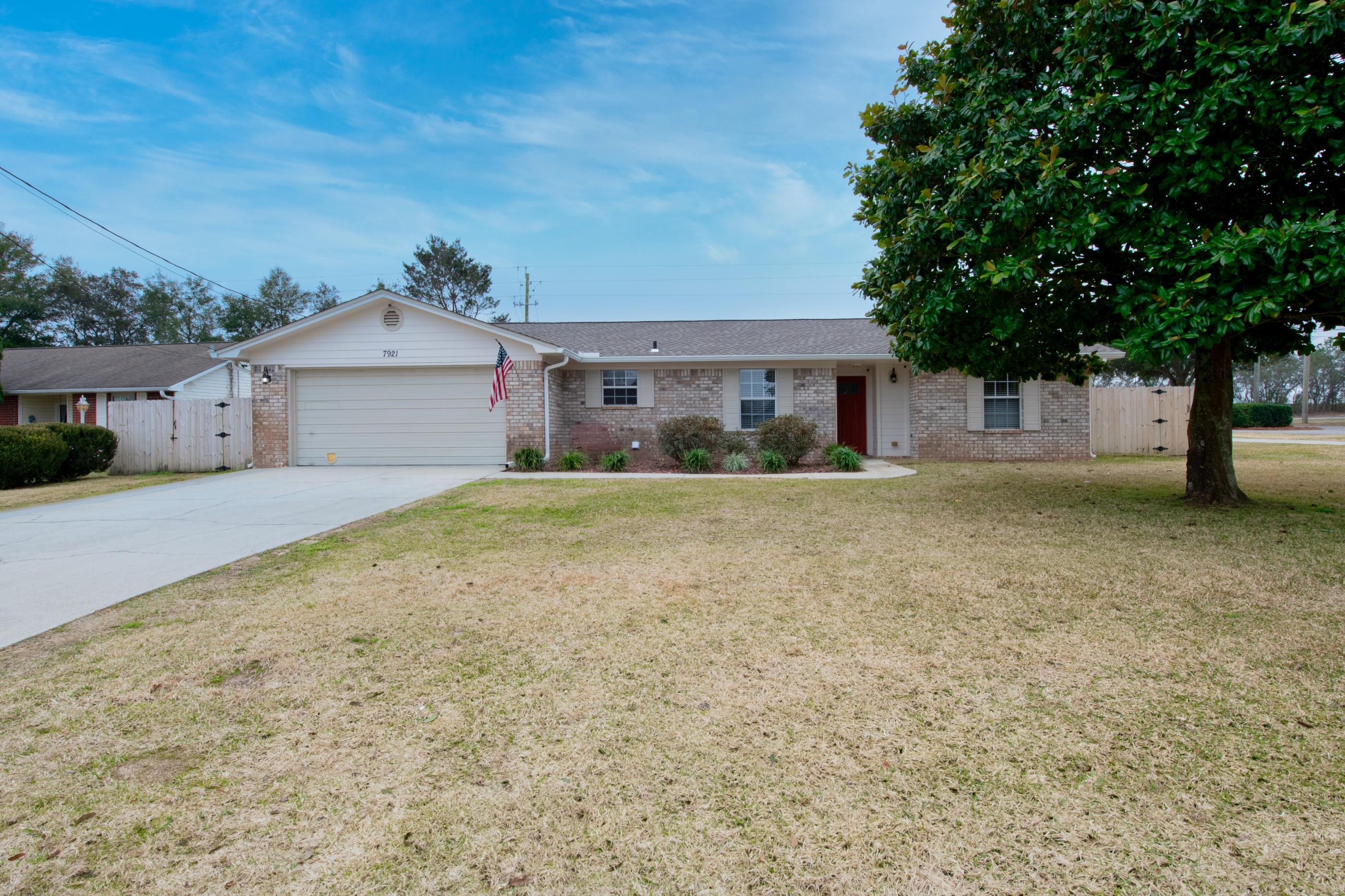 Photo of home for sale at 7921 Skyview, Navarre FL