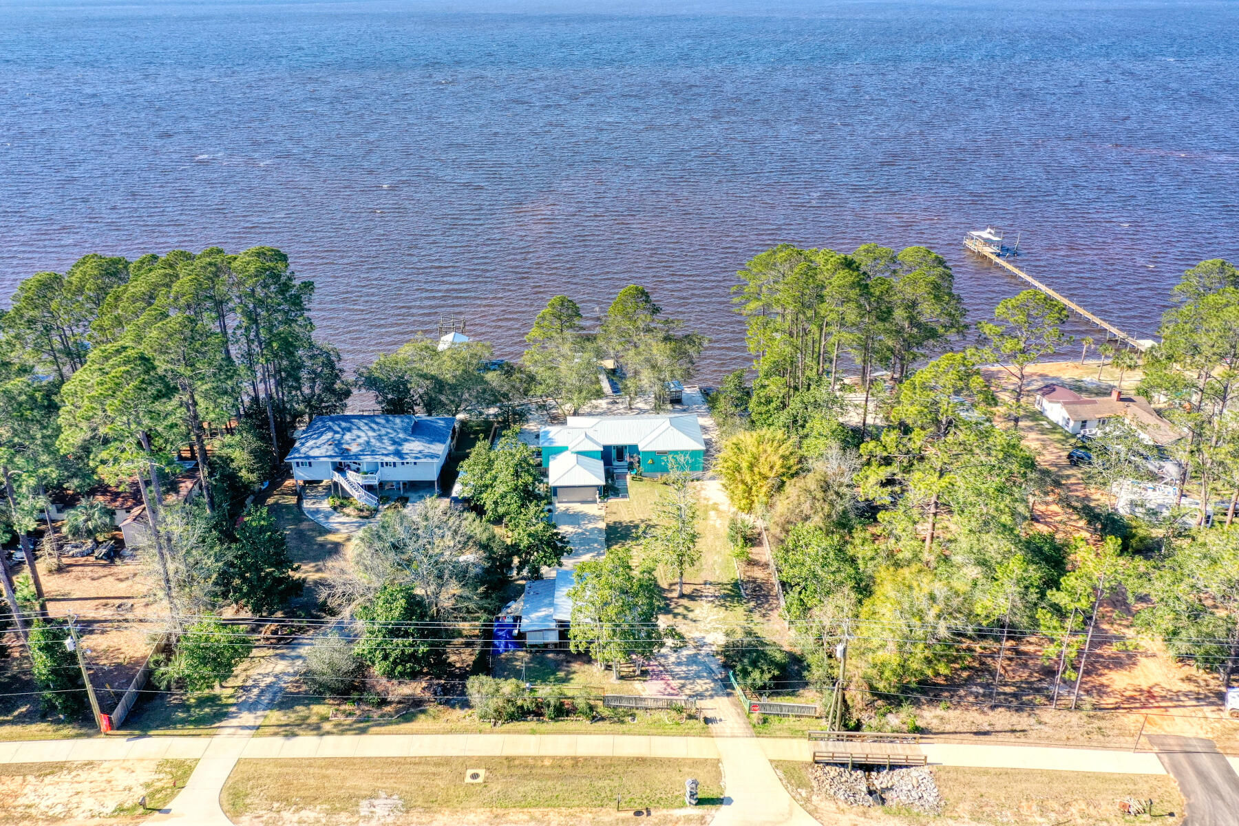 Photo of home for sale at 6370 Bay, Gulf Breeze FL