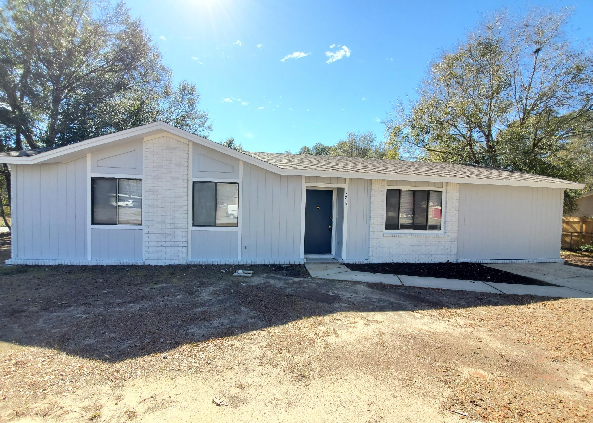 Photo of home for sale at 295 Edgewood, Crestview FL