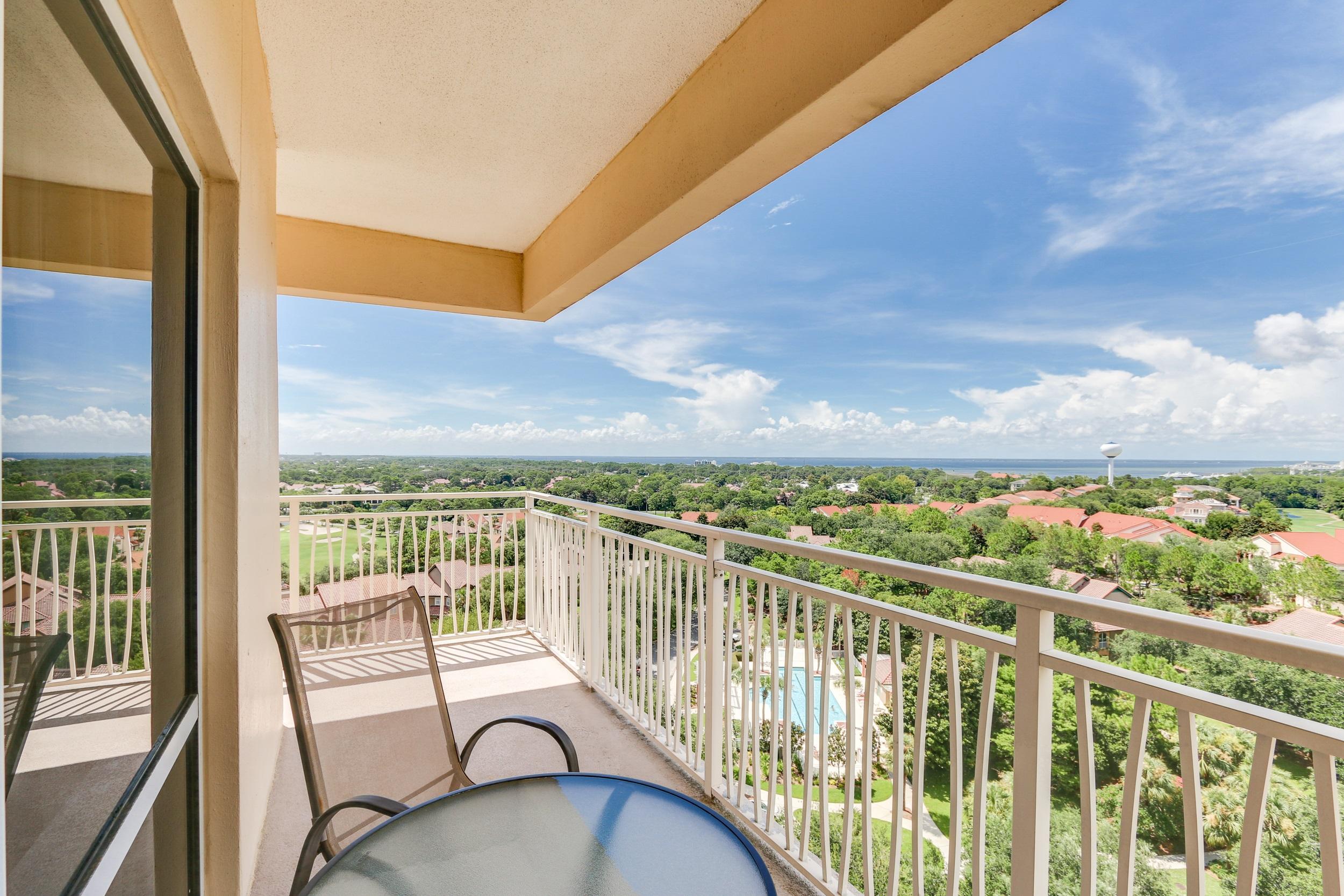 Photo of home for sale at 5000 Sandestin South, Miramar Beach FL